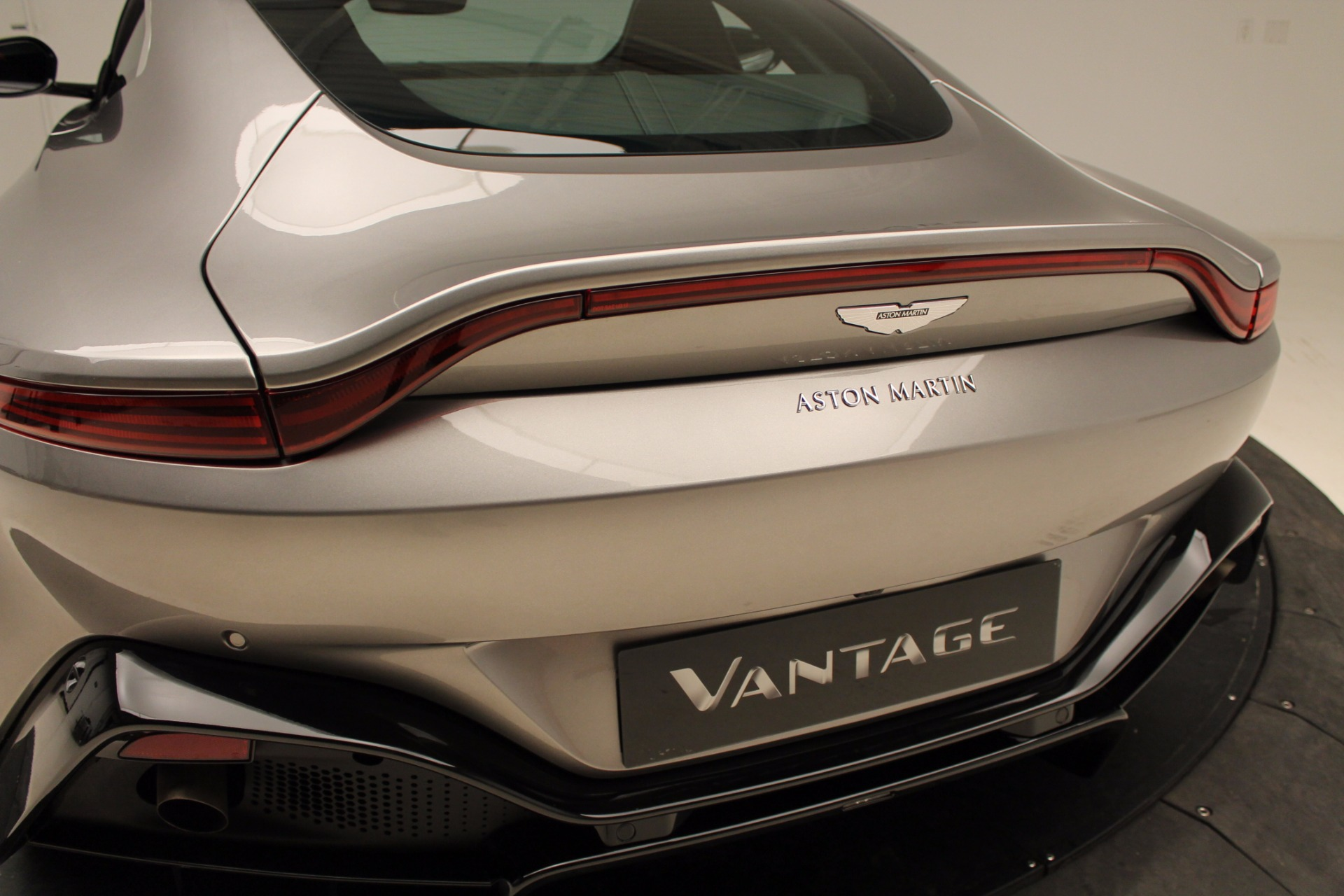 New 2019 Aston Martin Vantage  For Sale In Greenwich, CT. Alfa Romeo of Greenwich, NOW TAKING ORDERS 1803_p33