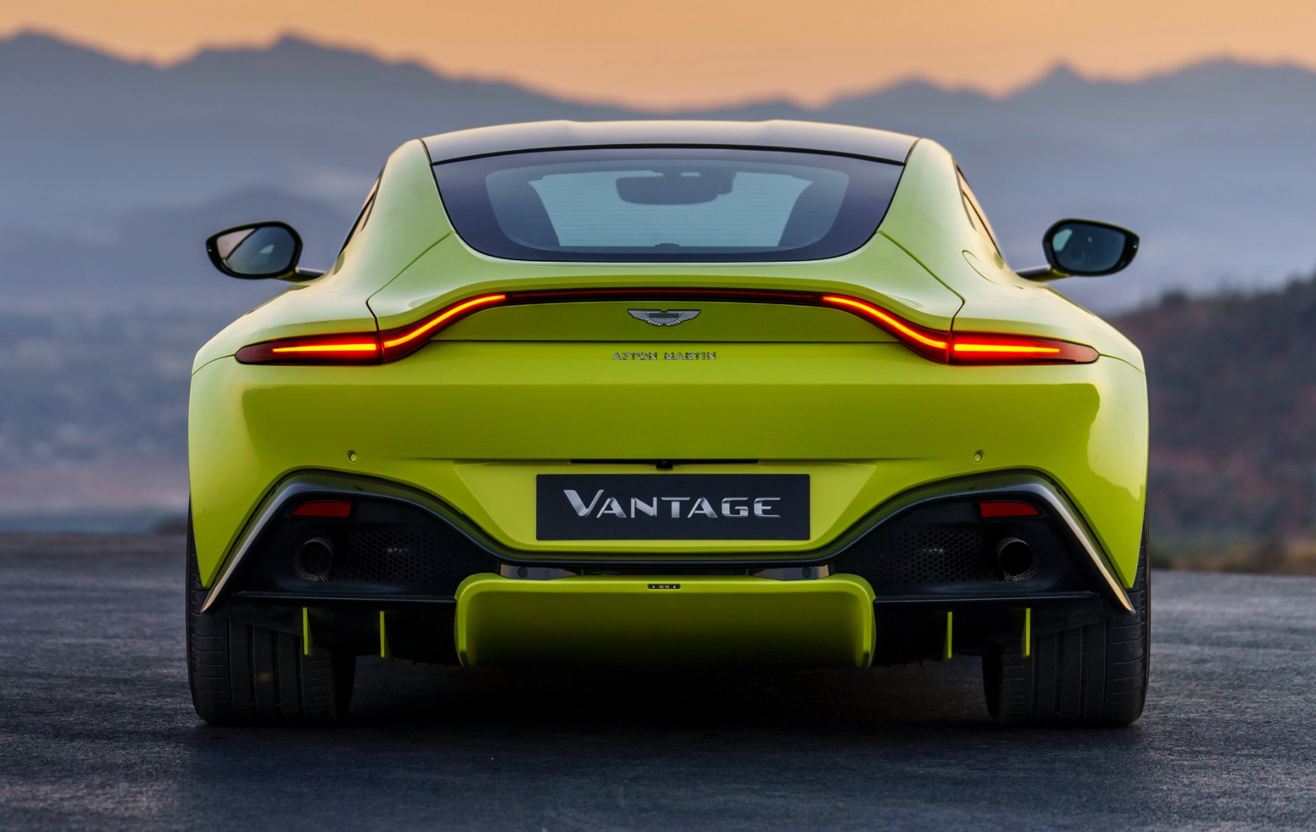 New 2019 Aston Martin Vantage  For Sale In Greenwich, CT. Alfa Romeo of Greenwich, NOW TAKING ORDERS 1803_p3