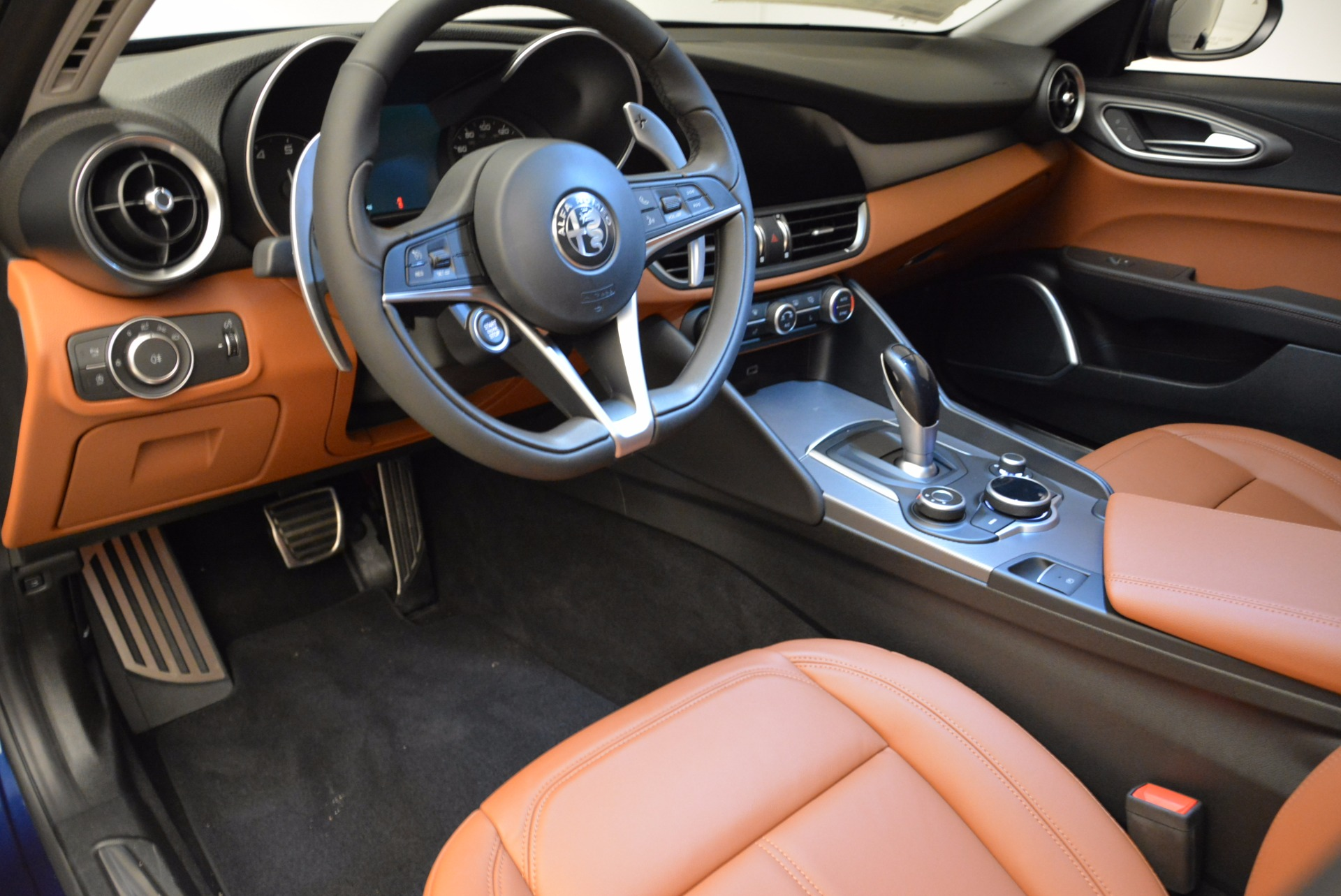 New 2018 Alfa Romeo Giulia Sport Q4 For Sale In Greenwich, CT. Alfa Romeo of Greenwich, LW092 1822_p13