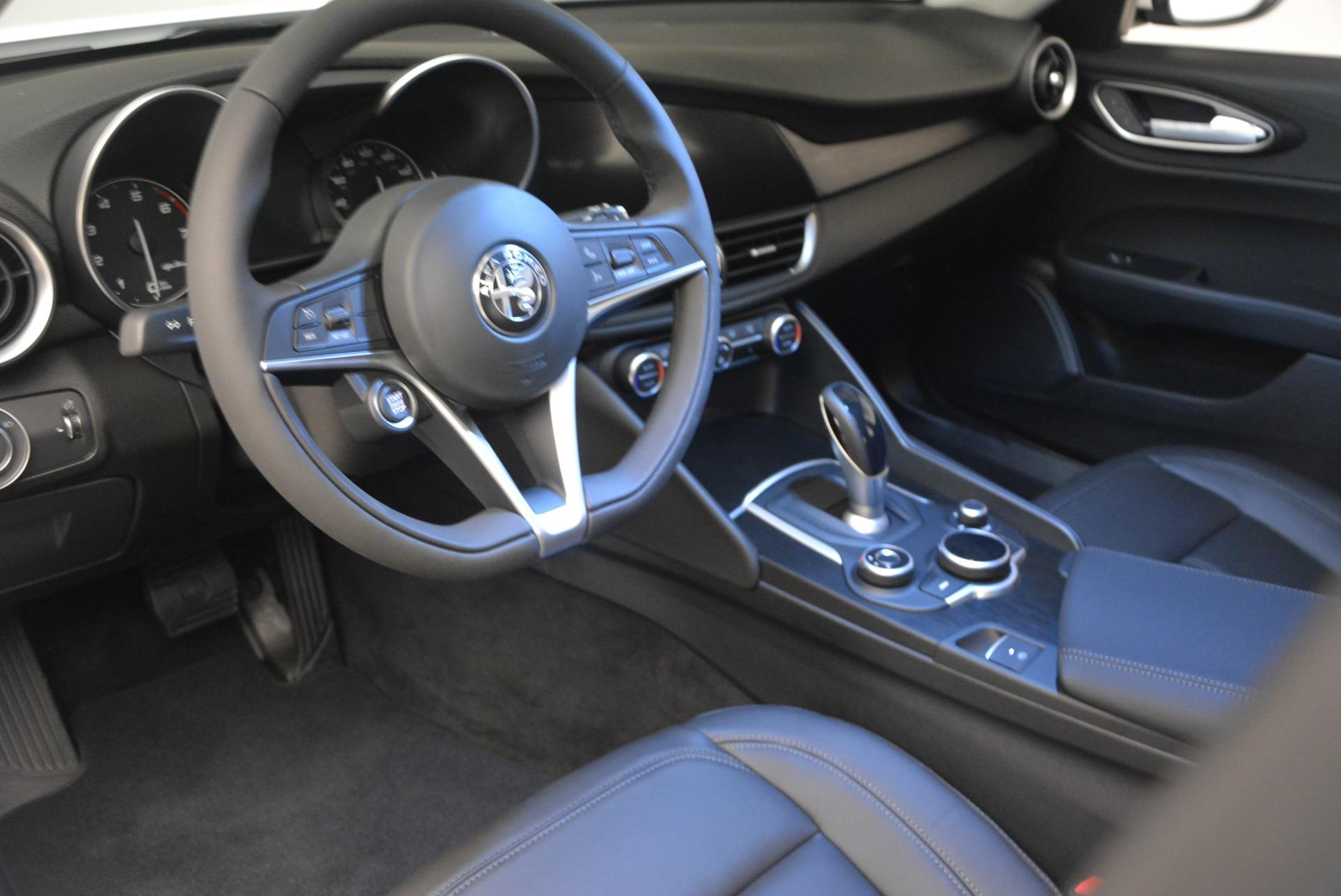New 2018 Alfa Romeo Giulia Q4 For Sale In Greenwich, CT. Alfa Romeo of Greenwich, LW101 1848_p15