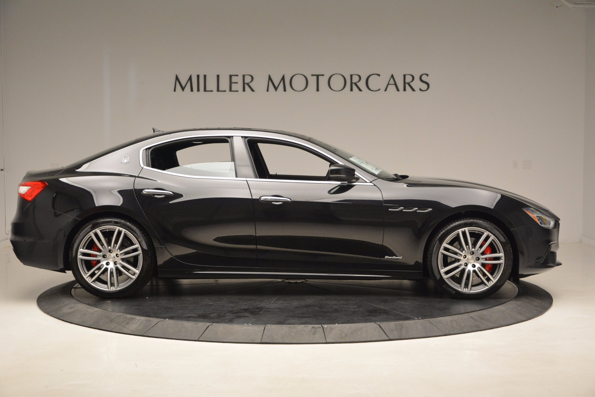 New 2018 Maserati Ghibli S Q4 Gransport For Sale In Greenwich, CT. Alfa Romeo of Greenwich, W541 1855_p9
