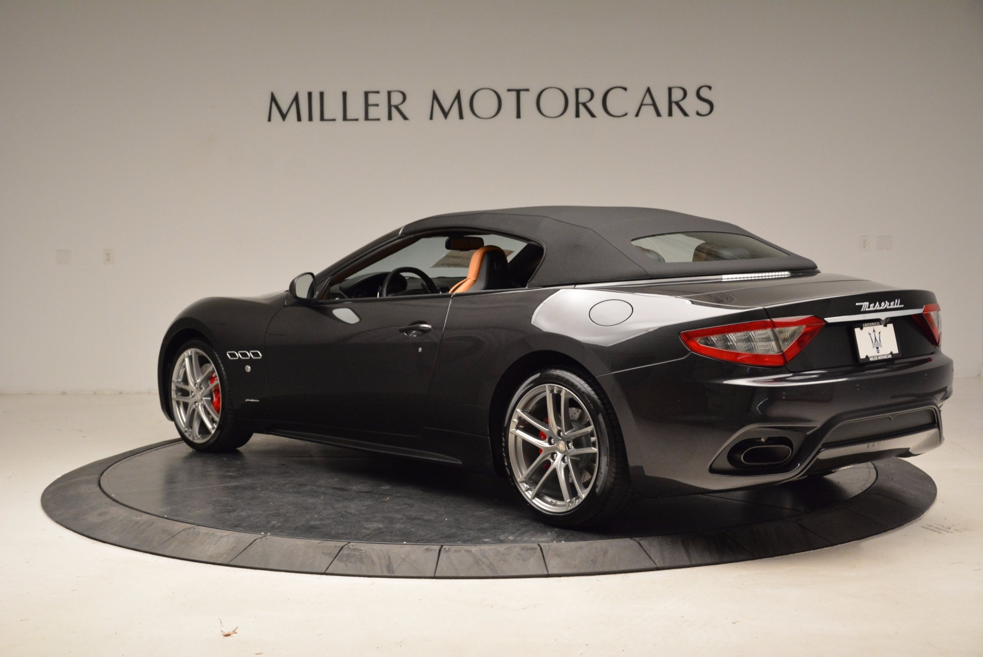 New 2018 Maserati GranTurismo Sport Convertible For Sale In Greenwich, CT. Alfa Romeo of Greenwich, W540 1869_p4