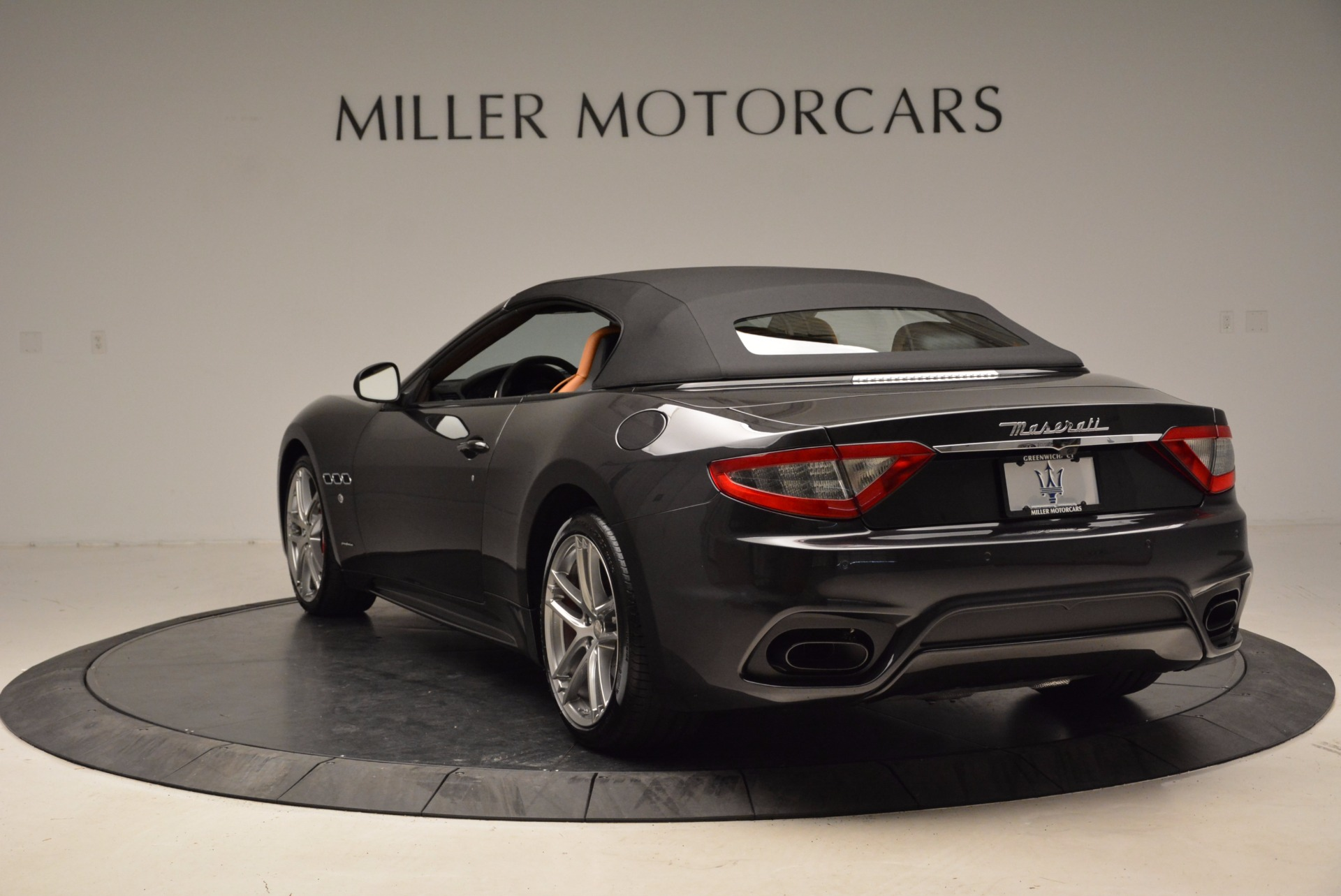 New 2018 Maserati GranTurismo Sport Convertible For Sale In Greenwich, CT. Alfa Romeo of Greenwich, W540 1869_p5