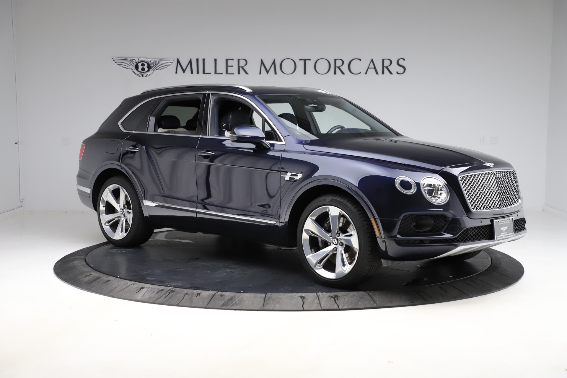 New 2018 Bentley Bentayga Signature For Sale In Greenwich, CT. Alfa Romeo of Greenwich, B1320 1873_p12