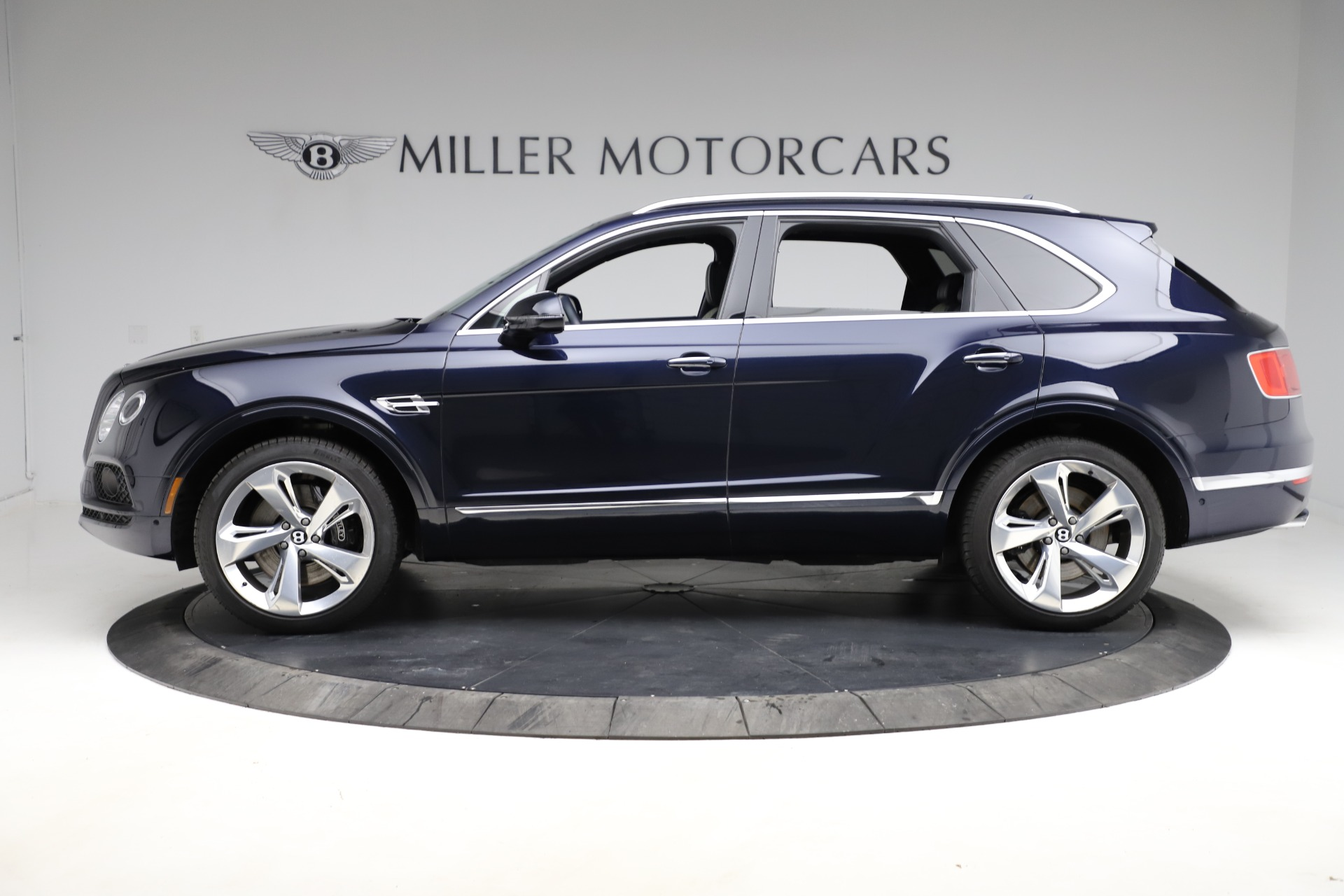 New 2018 Bentley Bentayga Signature For Sale In Greenwich, CT. Alfa Romeo of Greenwich, B1320 1873_p4