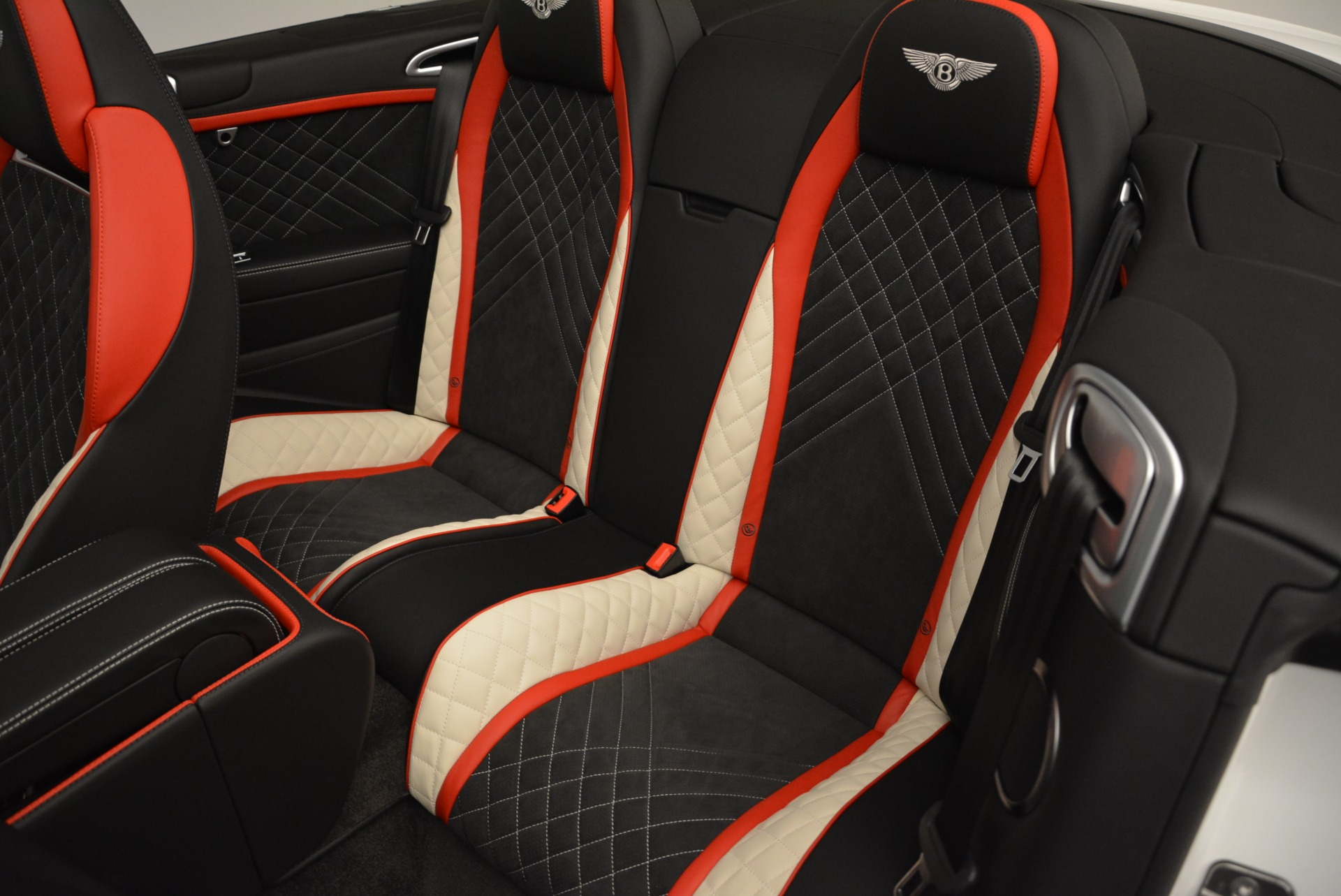 Used 2018 Bentley Continental GT Supersports Convertible For Sale In Greenwich, CT. Alfa Romeo of Greenwich, B1318 1875_p31