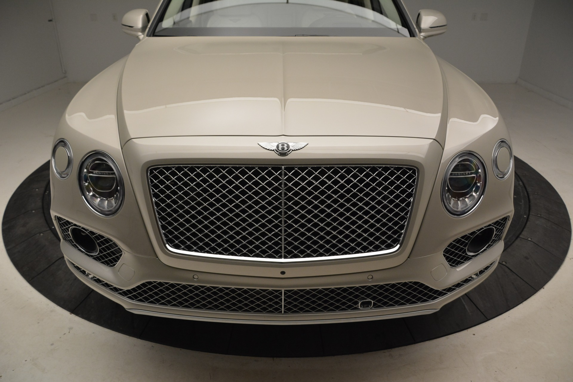 New 2018 Bentley Bentayga Signature For Sale In Greenwich, CT. Alfa Romeo of Greenwich, B1322 1876_p13