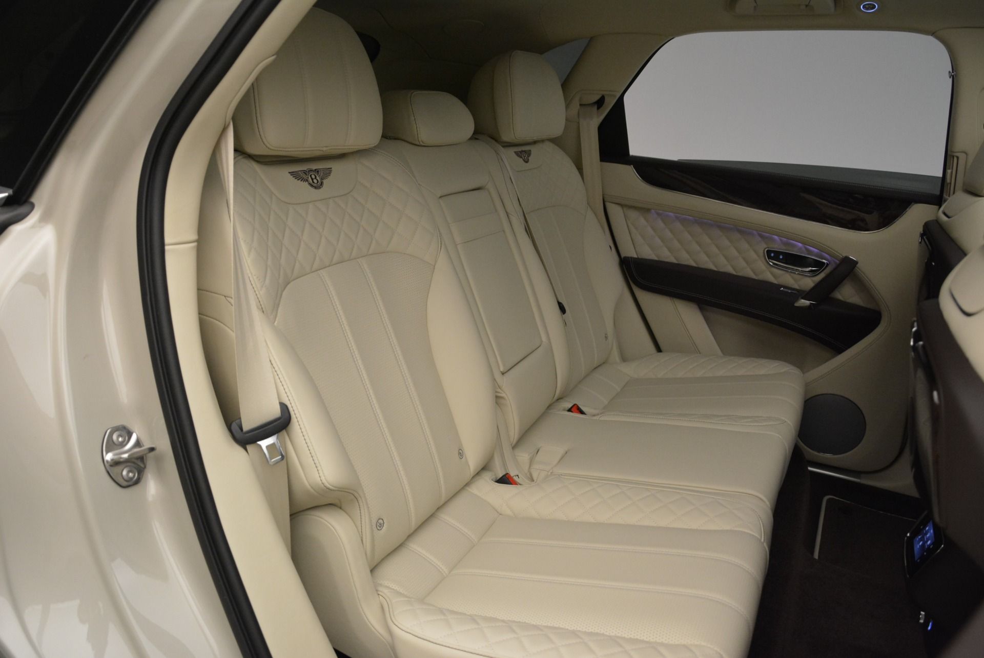 New 2018 Bentley Bentayga Signature For Sale In Greenwich, CT. Alfa Romeo of Greenwich, B1322 1876_p25