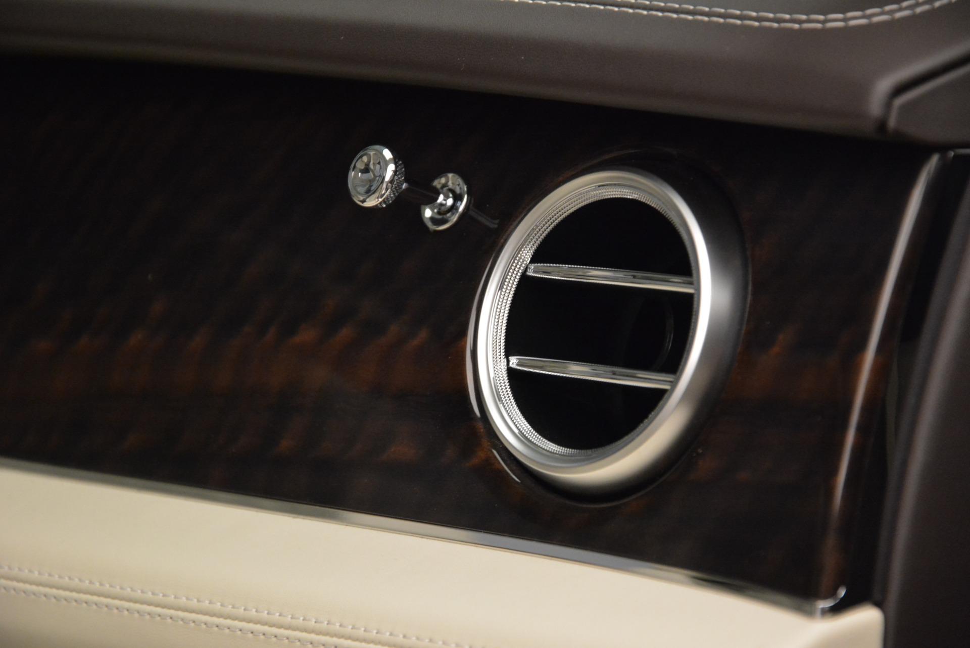 New 2018 Bentley Bentayga Signature For Sale In Greenwich, CT. Alfa Romeo of Greenwich, B1322 1876_p30