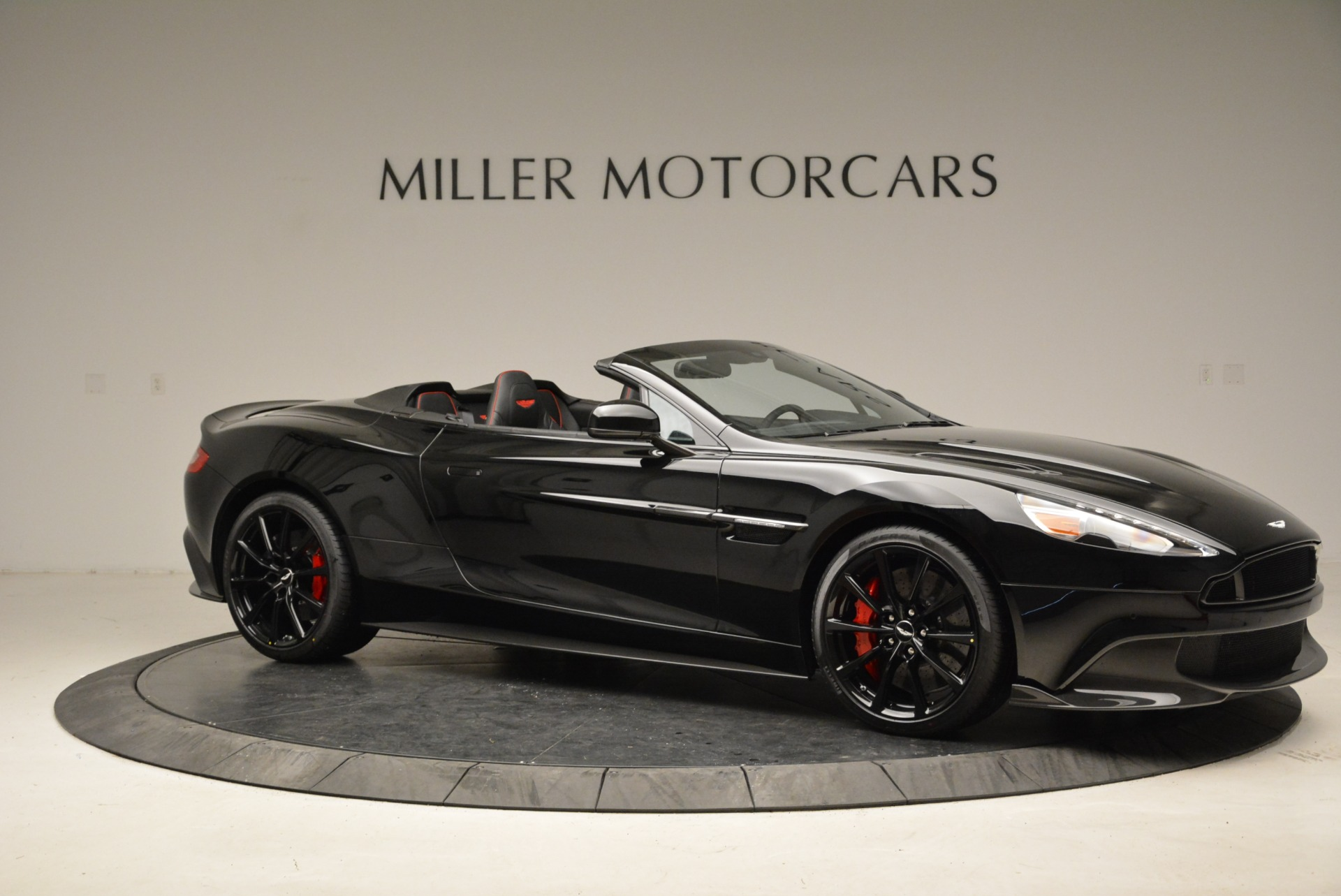 Used 2018 Aston Martin Vanquish S Convertible For Sale In Greenwich, CT. Alfa Romeo of Greenwich, A1258B 1895_p10