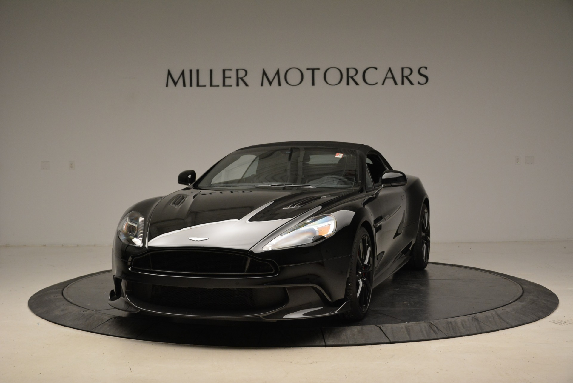 Used 2018 Aston Martin Vanquish S Convertible For Sale In Greenwich, CT. Alfa Romeo of Greenwich, A1258B 1895_p13