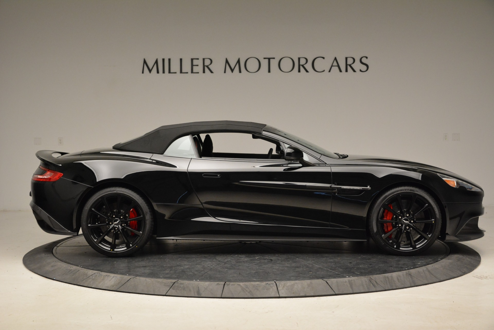 Used 2018 Aston Martin Vanquish S Convertible For Sale In Greenwich, CT. Alfa Romeo of Greenwich, A1258B 1895_p16