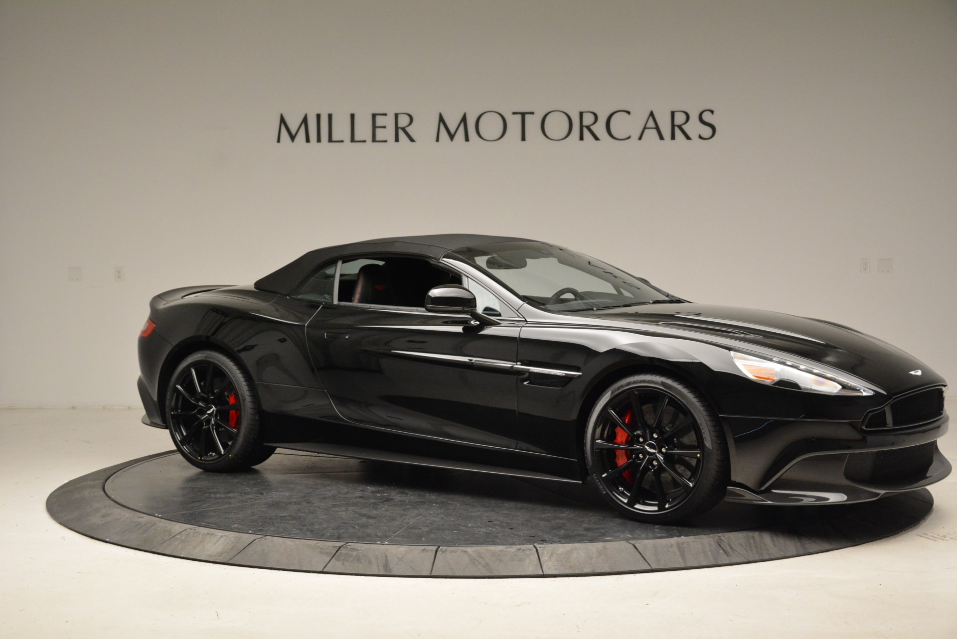 Used 2018 Aston Martin Vanquish S Convertible For Sale In Greenwich, CT. Alfa Romeo of Greenwich, A1258B 1895_p17