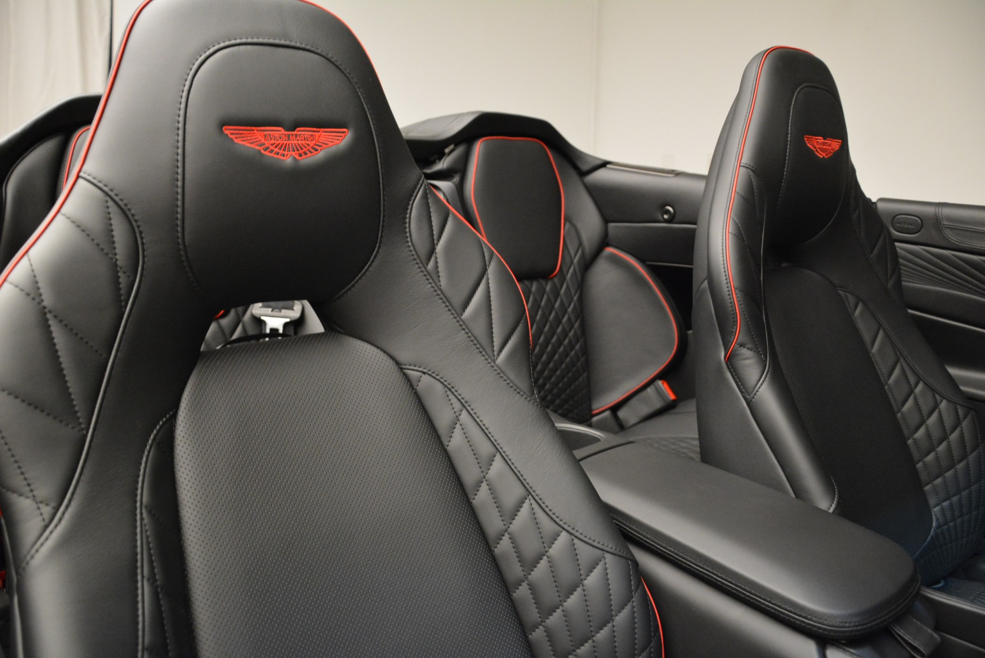 Used 2018 Aston Martin Vanquish S Convertible For Sale In Greenwich, CT. Alfa Romeo of Greenwich, A1258B 1895_p25