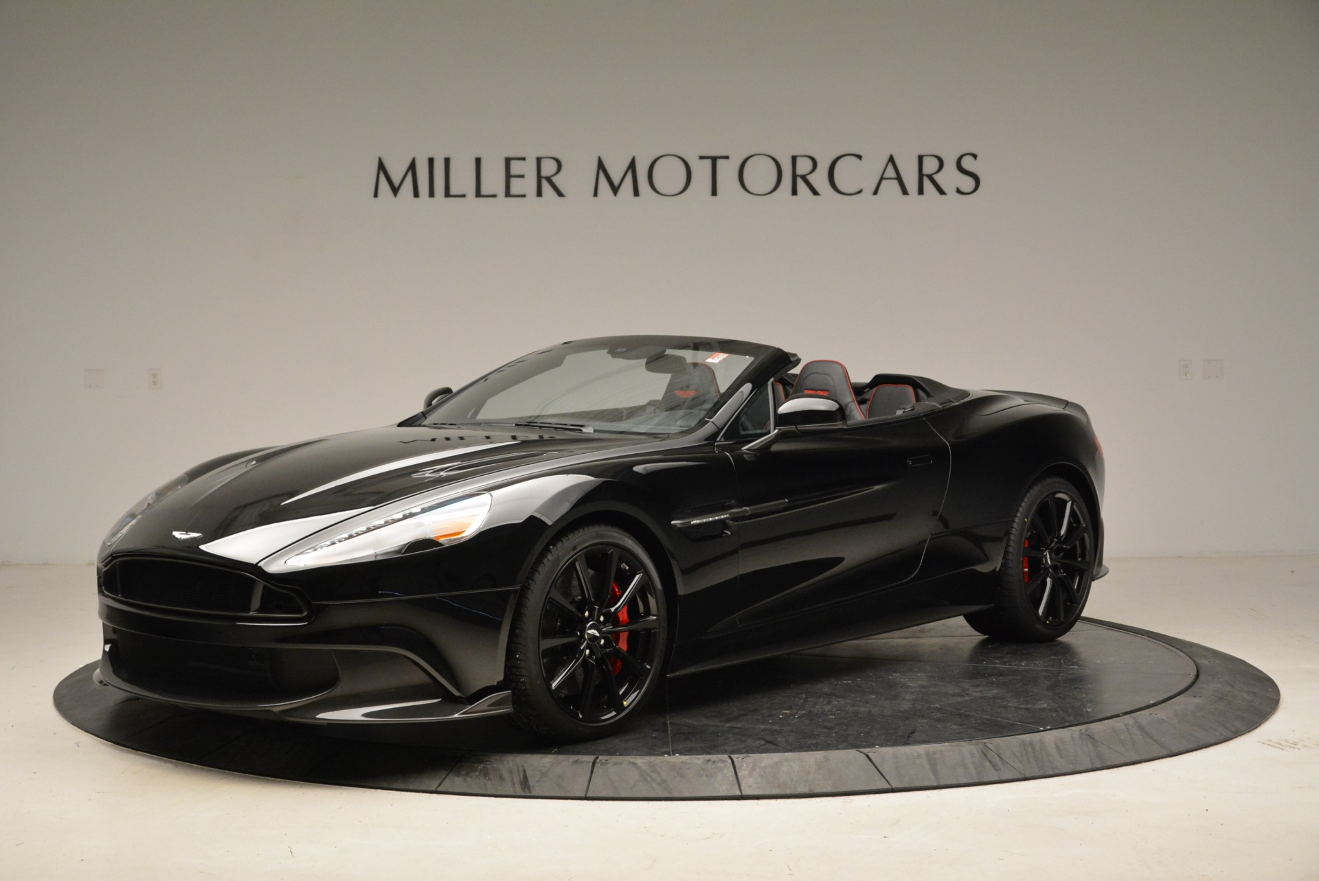 Used 2018 Aston Martin Vanquish S Convertible For Sale In Greenwich, CT. Alfa Romeo of Greenwich, A1258B 1895_p2