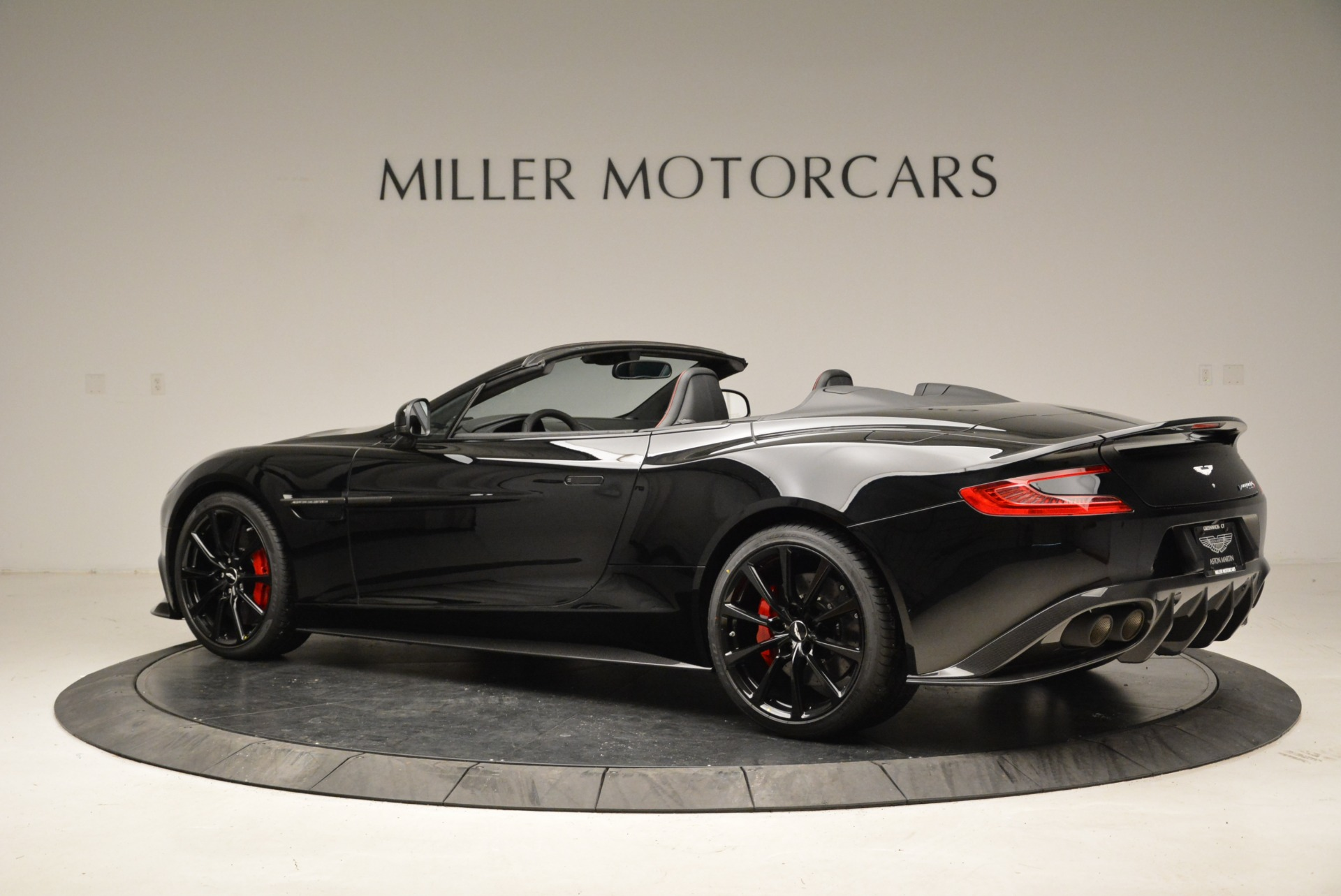 Used 2018 Aston Martin Vanquish S Convertible For Sale In Greenwich, CT. Alfa Romeo of Greenwich, A1258B 1895_p4
