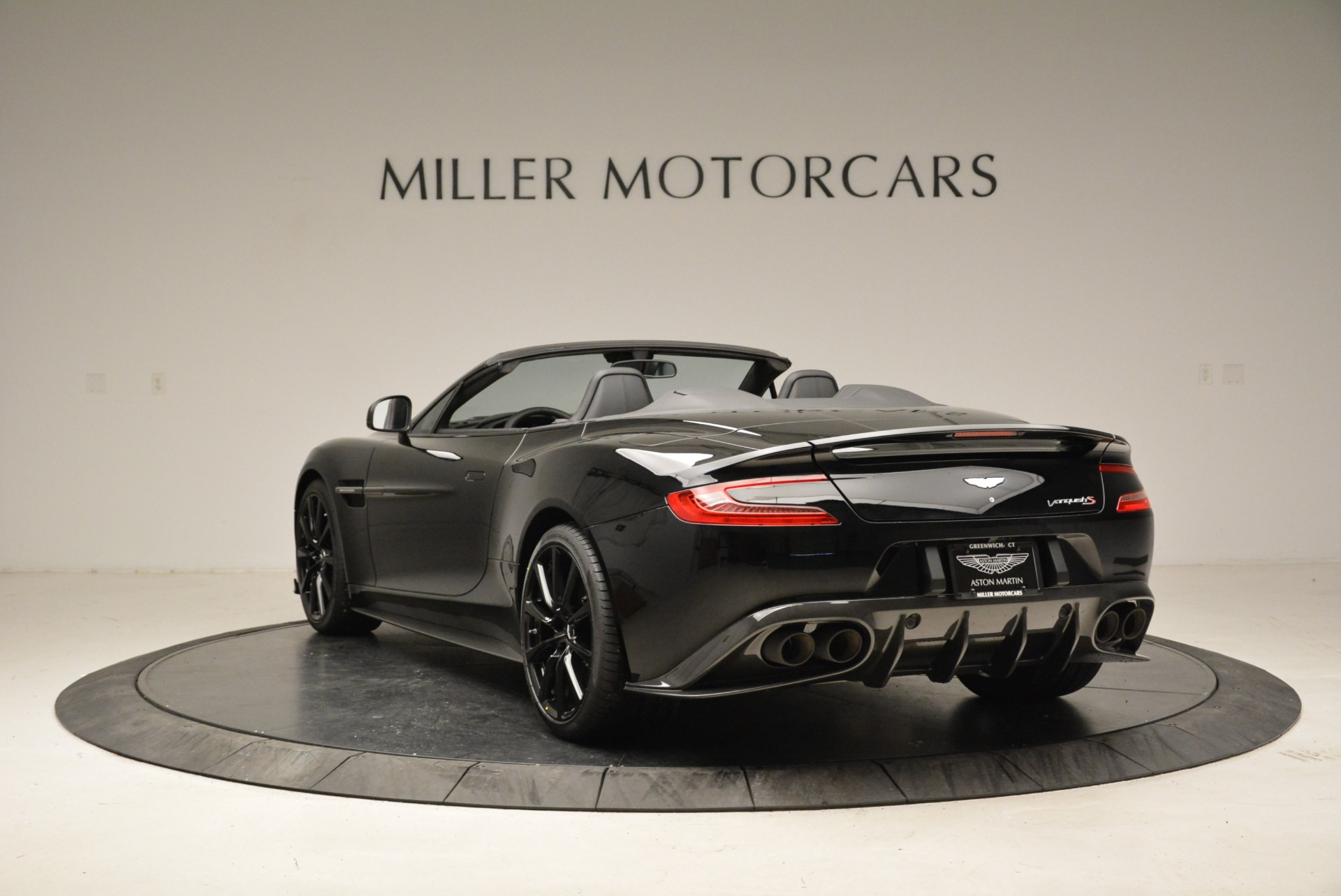 Used 2018 Aston Martin Vanquish S Convertible For Sale In Greenwich, CT. Alfa Romeo of Greenwich, A1258B 1895_p5