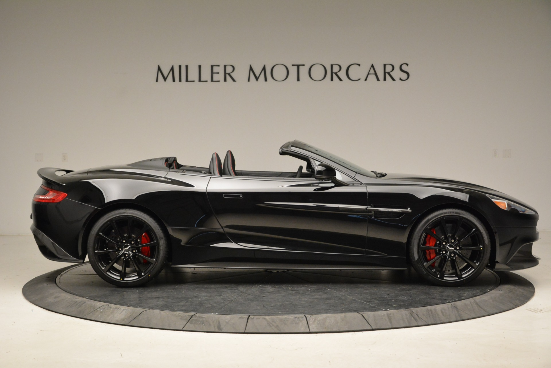 Used 2018 Aston Martin Vanquish S Convertible For Sale In Greenwich, CT. Alfa Romeo of Greenwich, A1258B 1895_p9