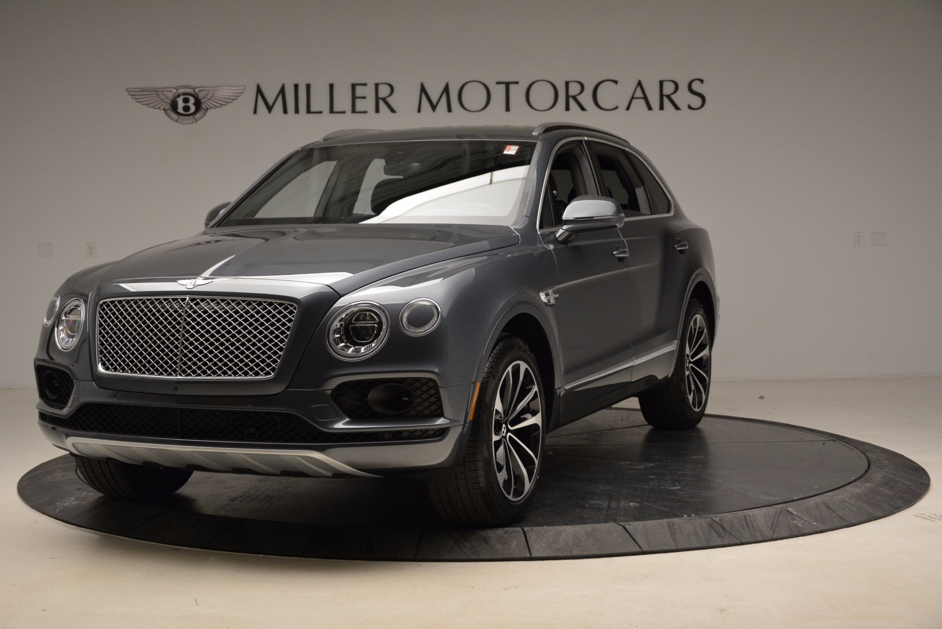 Used 2018 Bentley Bentayga W12 Signature For Sale In Greenwich, CT. Alfa Romeo of Greenwich, B1317