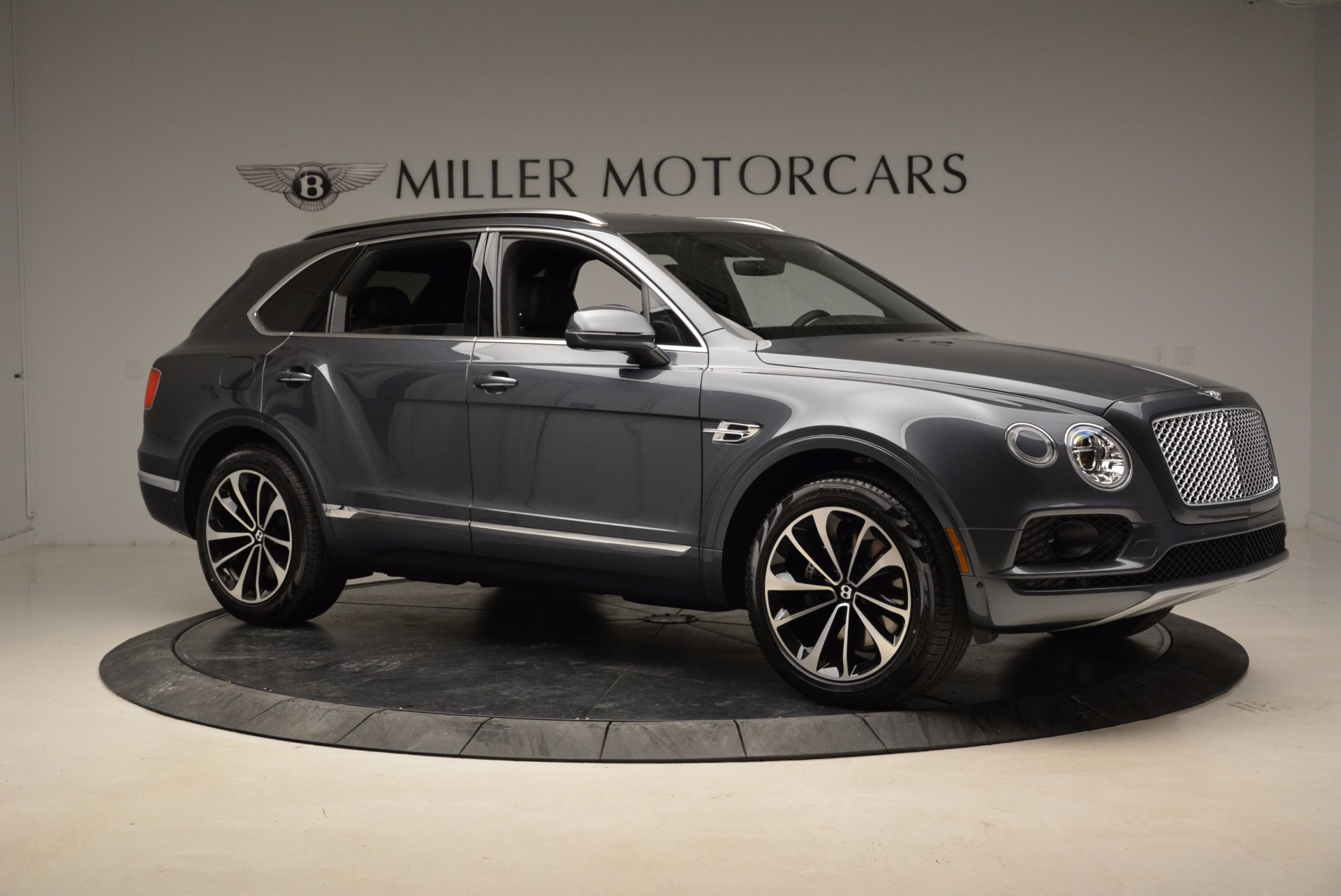 Used 2018 Bentley Bentayga W12 Signature For Sale In Greenwich, CT. Alfa Romeo of Greenwich, B1317 1903_p10