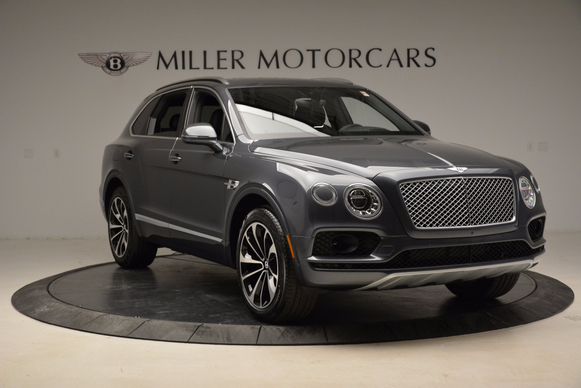 Used 2018 Bentley Bentayga W12 Signature For Sale In Greenwich, CT. Alfa Romeo of Greenwich, B1317 1903_p11