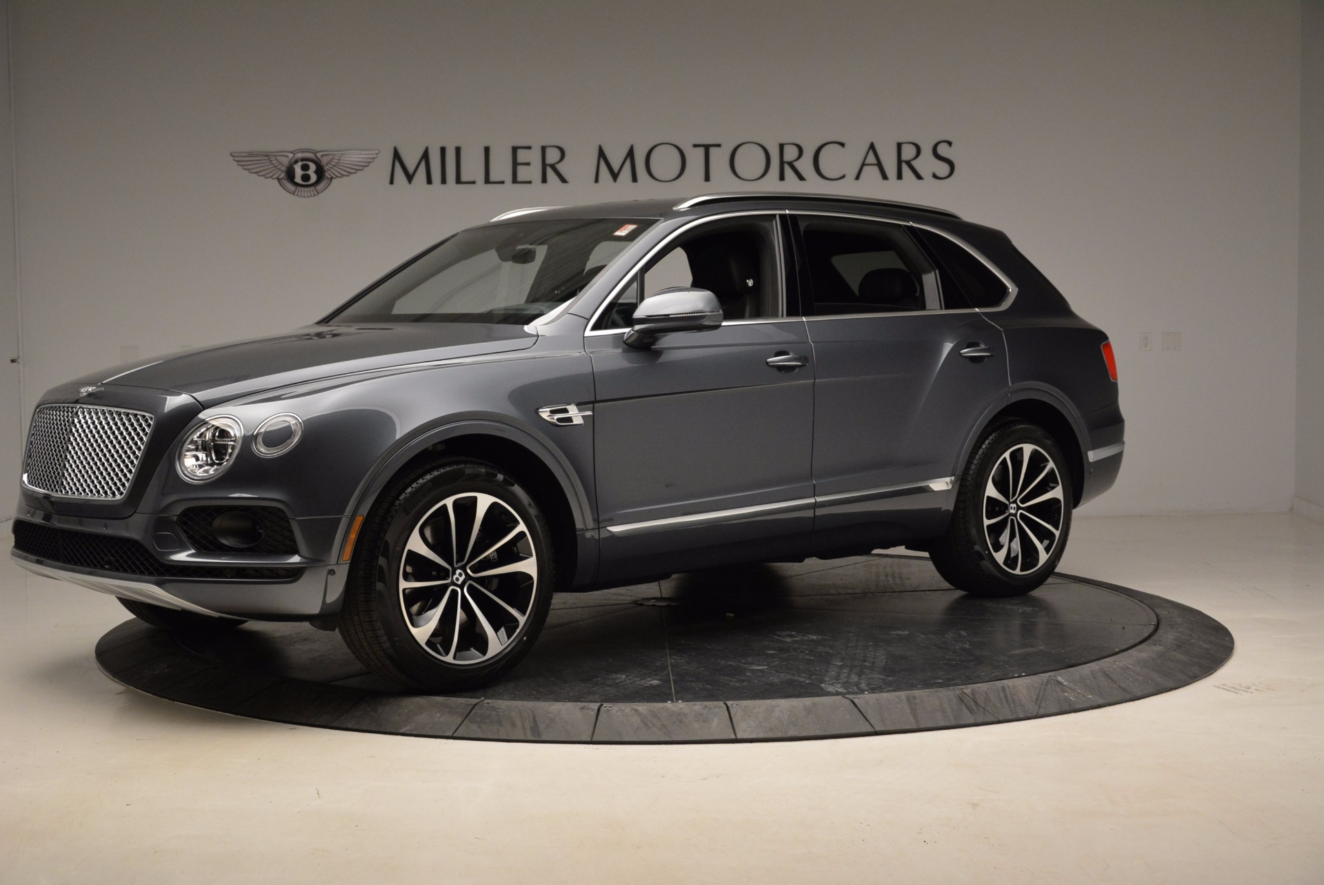Used 2018 Bentley Bentayga W12 Signature For Sale In Greenwich, CT. Alfa Romeo of Greenwich, B1317 1903_p2