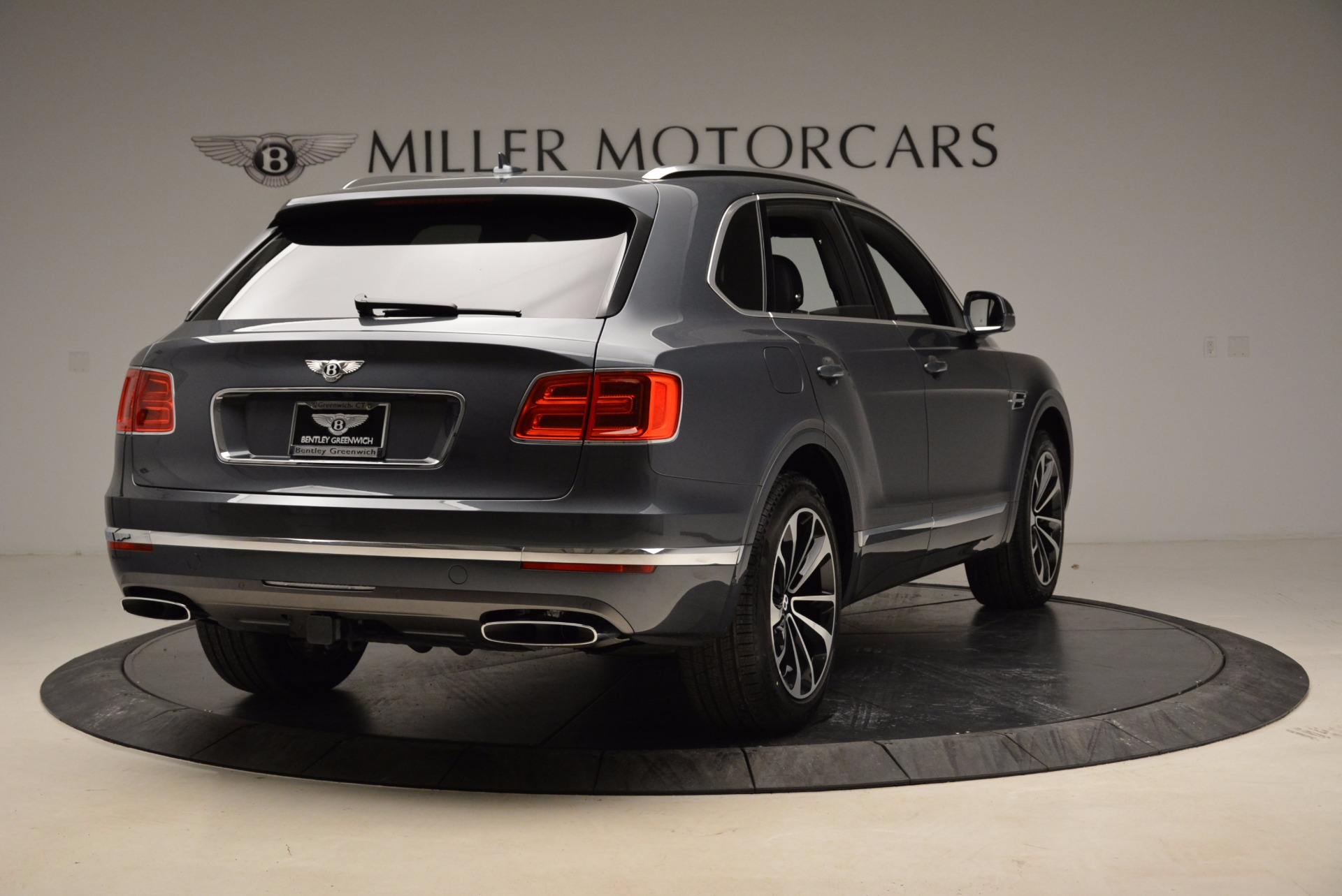 Used 2018 Bentley Bentayga W12 Signature For Sale In Greenwich, CT. Alfa Romeo of Greenwich, B1317 1903_p7