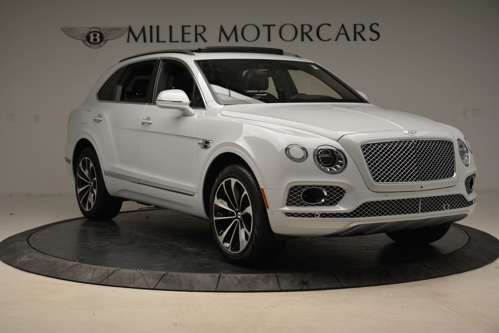 Used 2017 Bentley Bentayga  For Sale In Greenwich, CT. Alfa Romeo of Greenwich, 7308 1907_p11