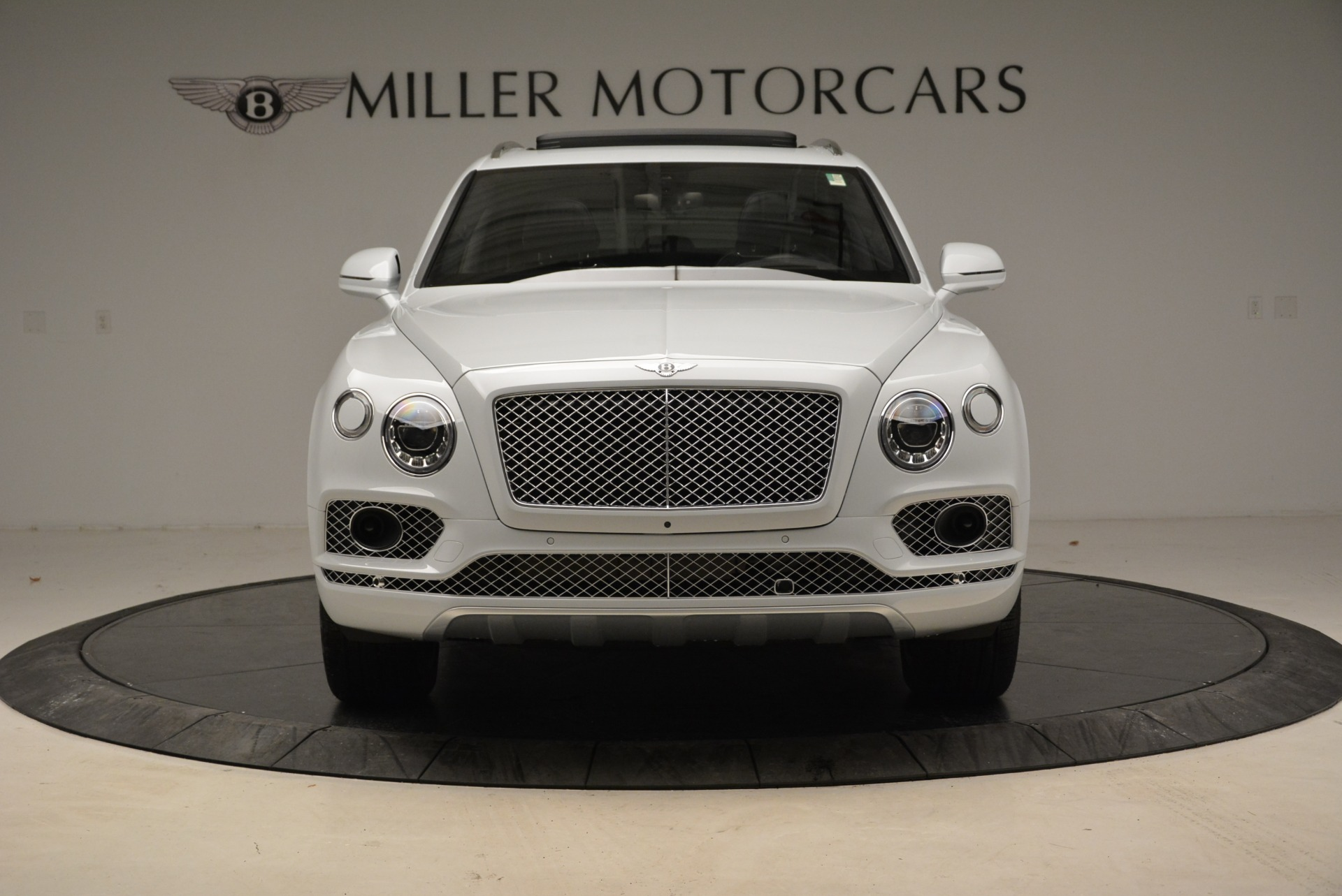 Used 2017 Bentley Bentayga  For Sale In Greenwich, CT. Alfa Romeo of Greenwich, 7308 1907_p12