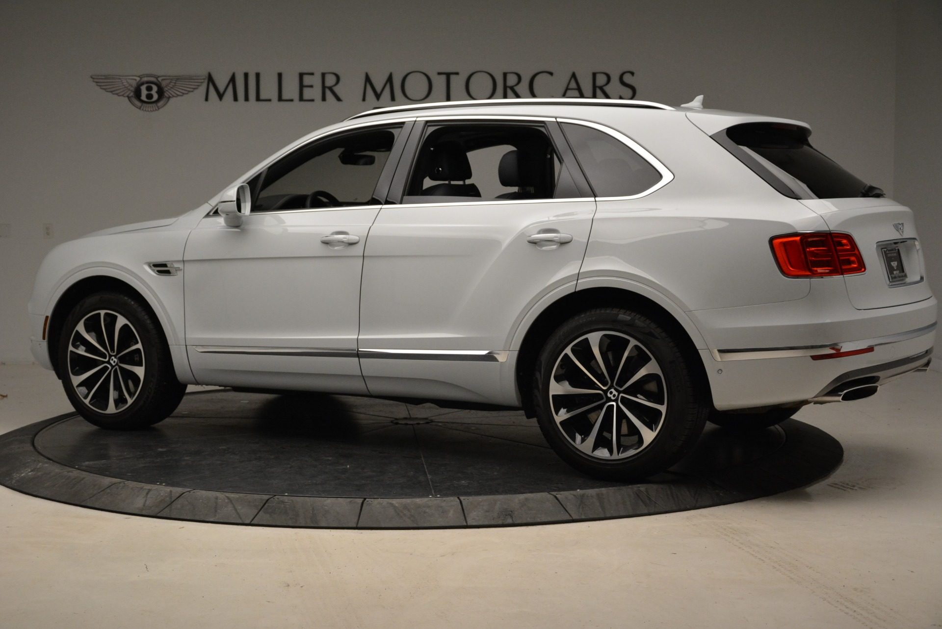 Used 2017 Bentley Bentayga  For Sale In Greenwich, CT. Alfa Romeo of Greenwich, 7308 1907_p4
