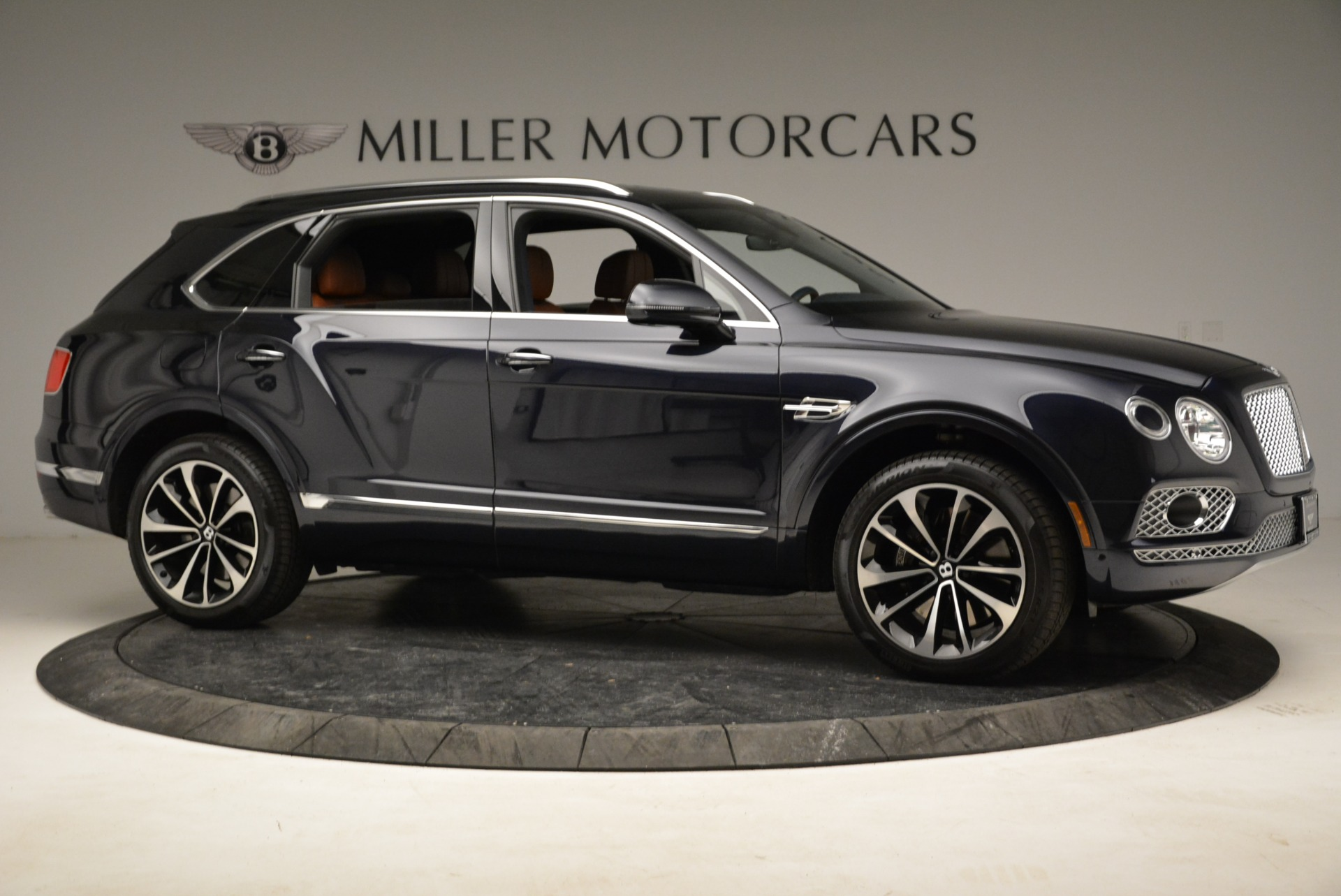 Used 2017 Bentley Bentayga W12 For Sale In Greenwich, CT. Alfa Romeo of Greenwich, A1223A 1913_p10