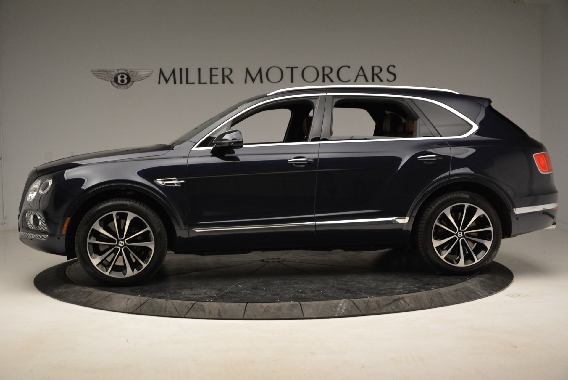 Used 2017 Bentley Bentayga W12 For Sale In Greenwich, CT. Alfa Romeo of Greenwich, A1223A 1913_p3