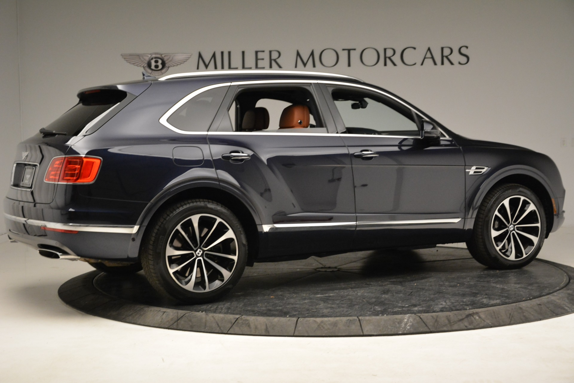 Used 2017 Bentley Bentayga W12 For Sale In Greenwich, CT. Alfa Romeo of Greenwich, A1223A 1913_p8