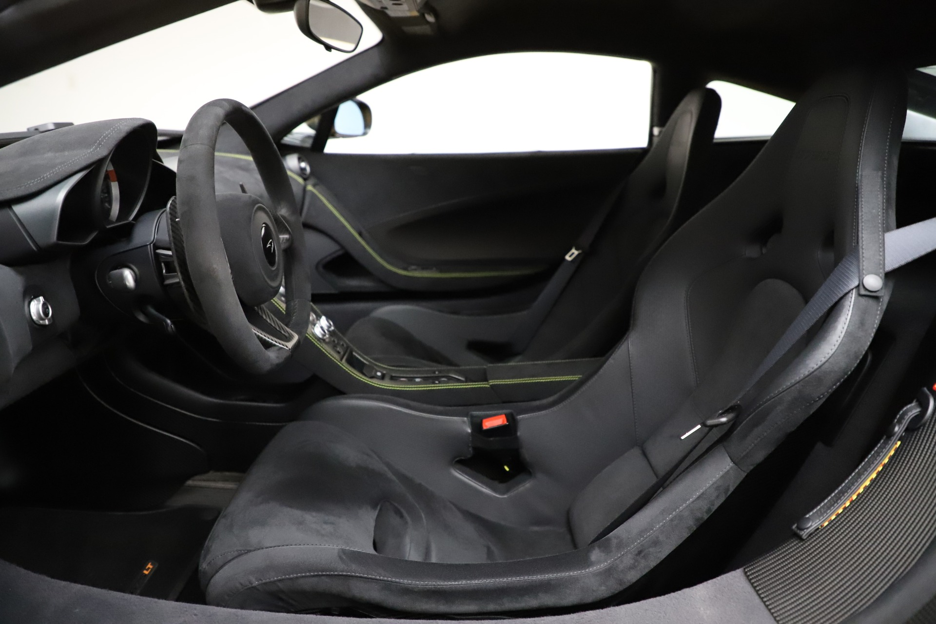 Used 2016 McLaren 675LT Coupe For Sale In Greenwich, CT. Alfa Romeo of Greenwich, MC327A 1916_p16