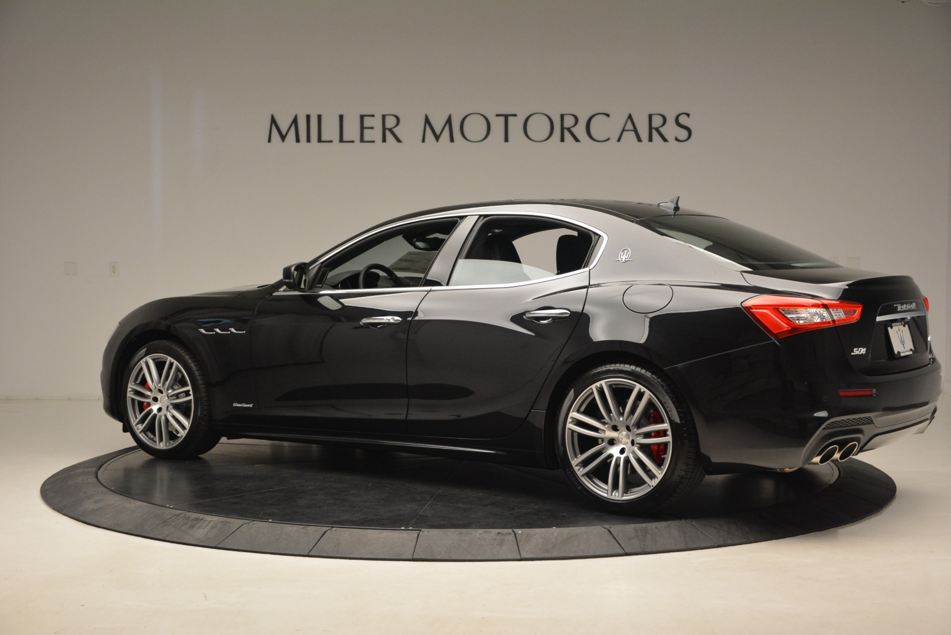 New 2018 Maserati Ghibli S Q4 Gransport For Sale In Greenwich, CT. Alfa Romeo of Greenwich, M2023 1950_p4
