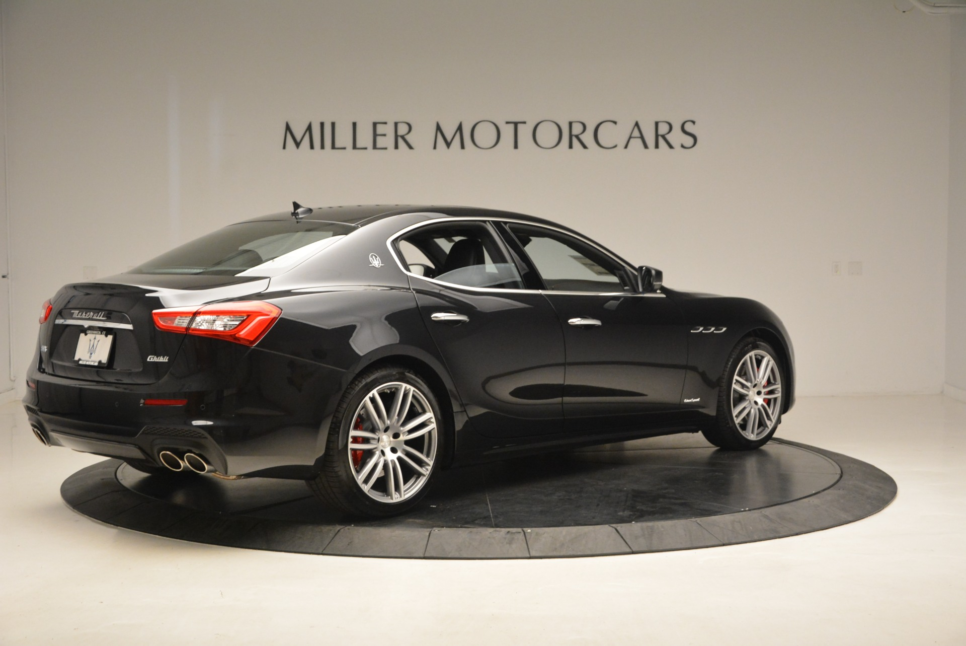 New 2018 Maserati Ghibli S Q4 Gransport For Sale In Greenwich, CT. Alfa Romeo of Greenwich, M2023 1950_p8