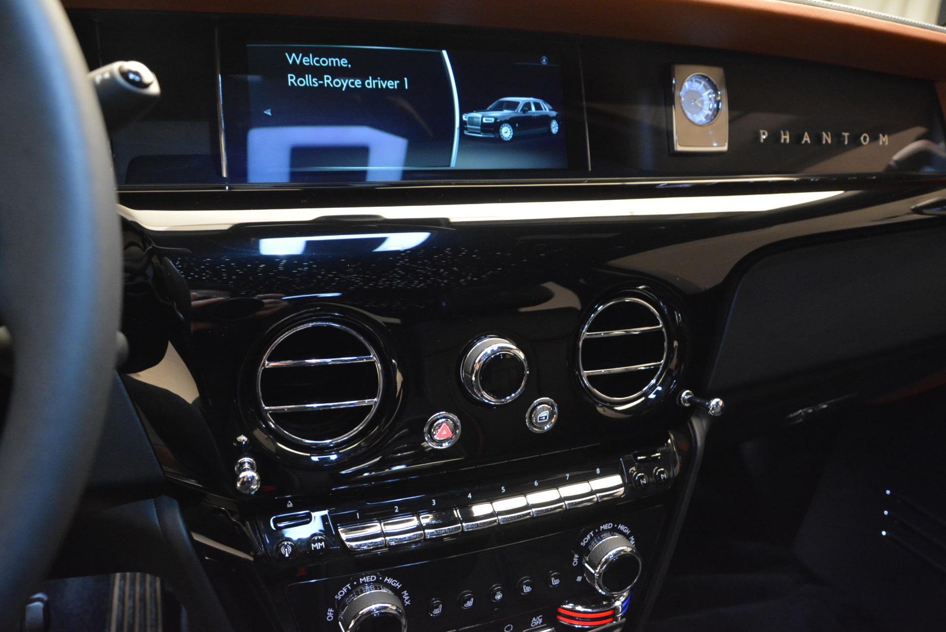 Used 2018 Rolls-Royce Phantom  For Sale In Greenwich, CT. Alfa Romeo of Greenwich, R447 1958_p14