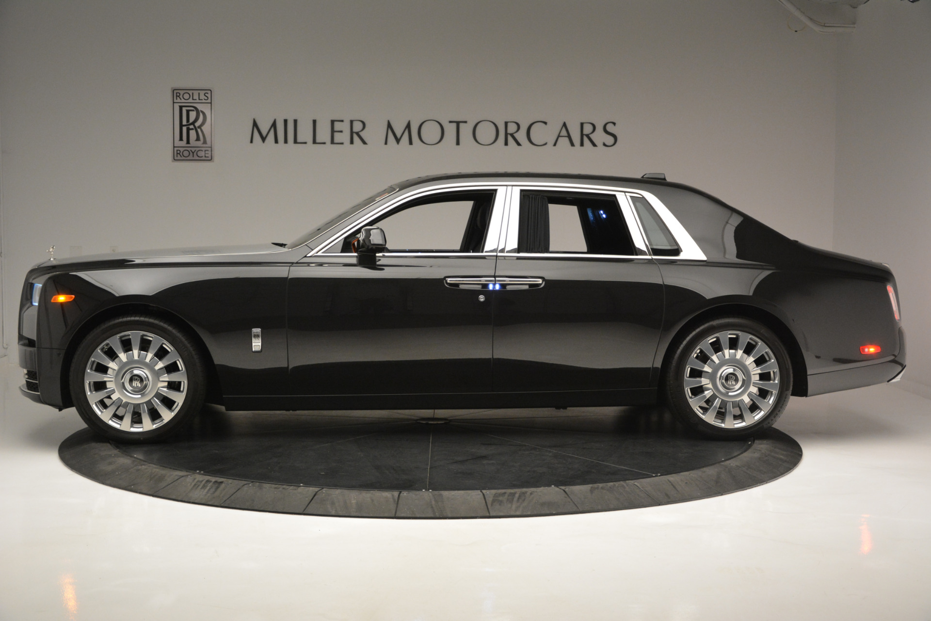 Used 2018 Rolls-Royce Phantom  For Sale In Greenwich, CT. Alfa Romeo of Greenwich, R447 1958_p2
