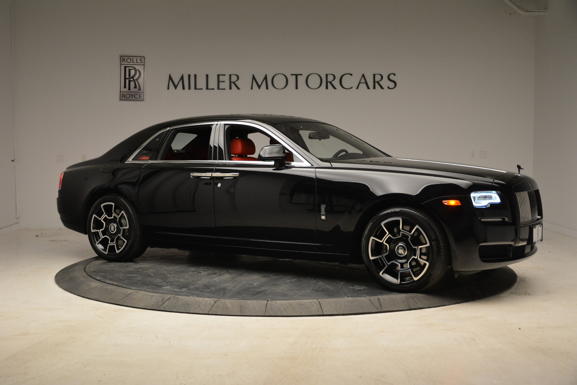 Used 2017 Rolls-Royce Ghost Black Badge For Sale In Greenwich, CT. Alfa Romeo of Greenwich, R450 1959_p10