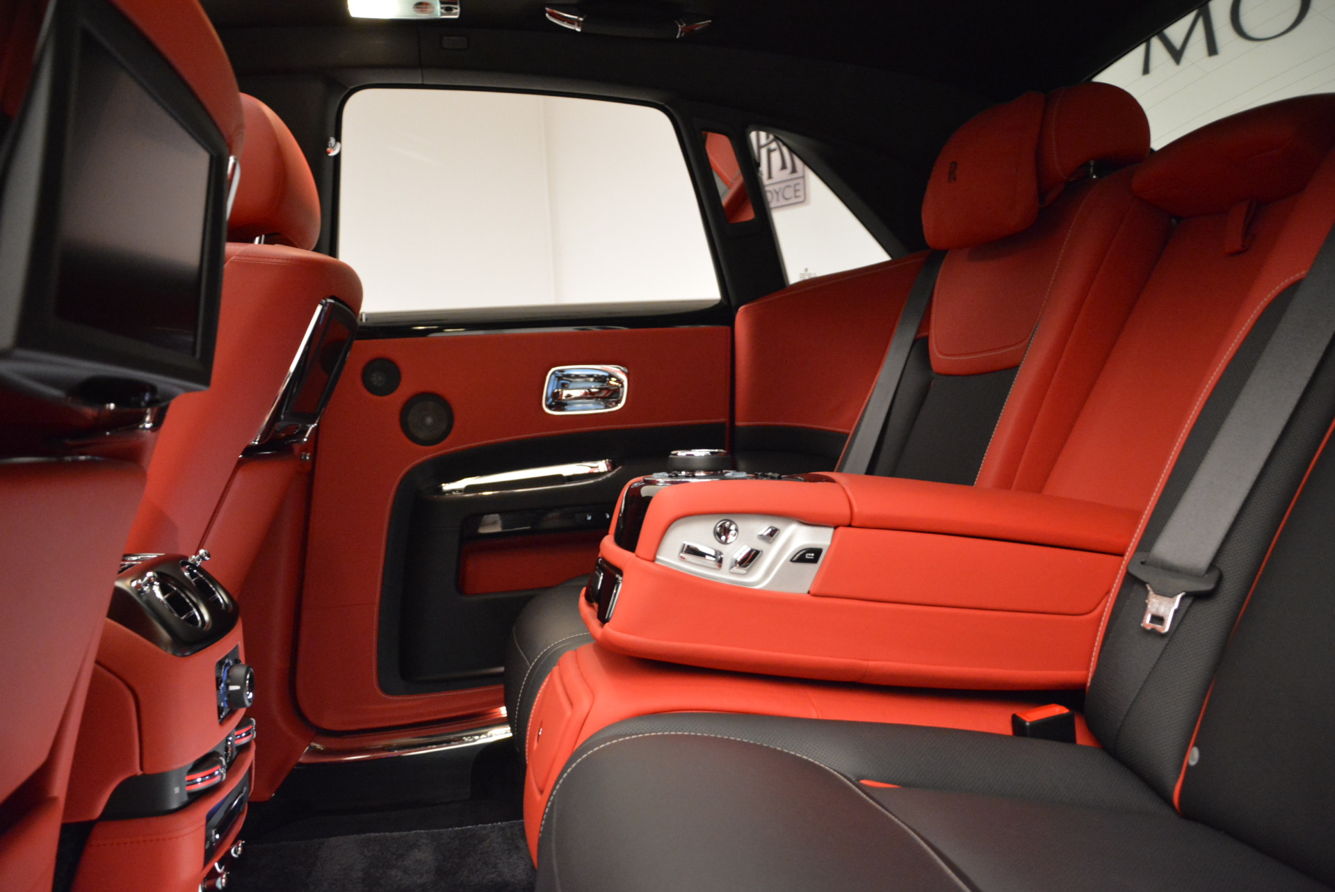 Used 2017 Rolls-Royce Ghost Black Badge For Sale In Greenwich, CT. Alfa Romeo of Greenwich, R450 1959_p26