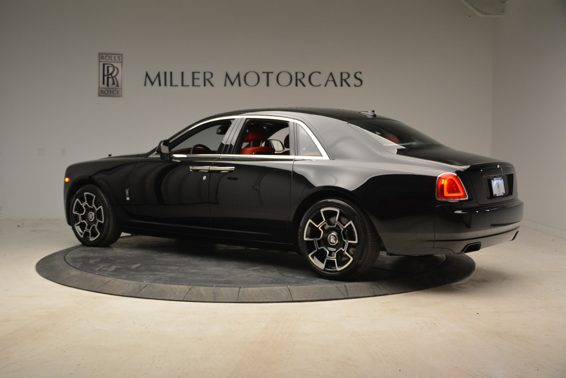 Used 2017 Rolls-Royce Ghost Black Badge For Sale In Greenwich, CT. Alfa Romeo of Greenwich, R450 1959_p4