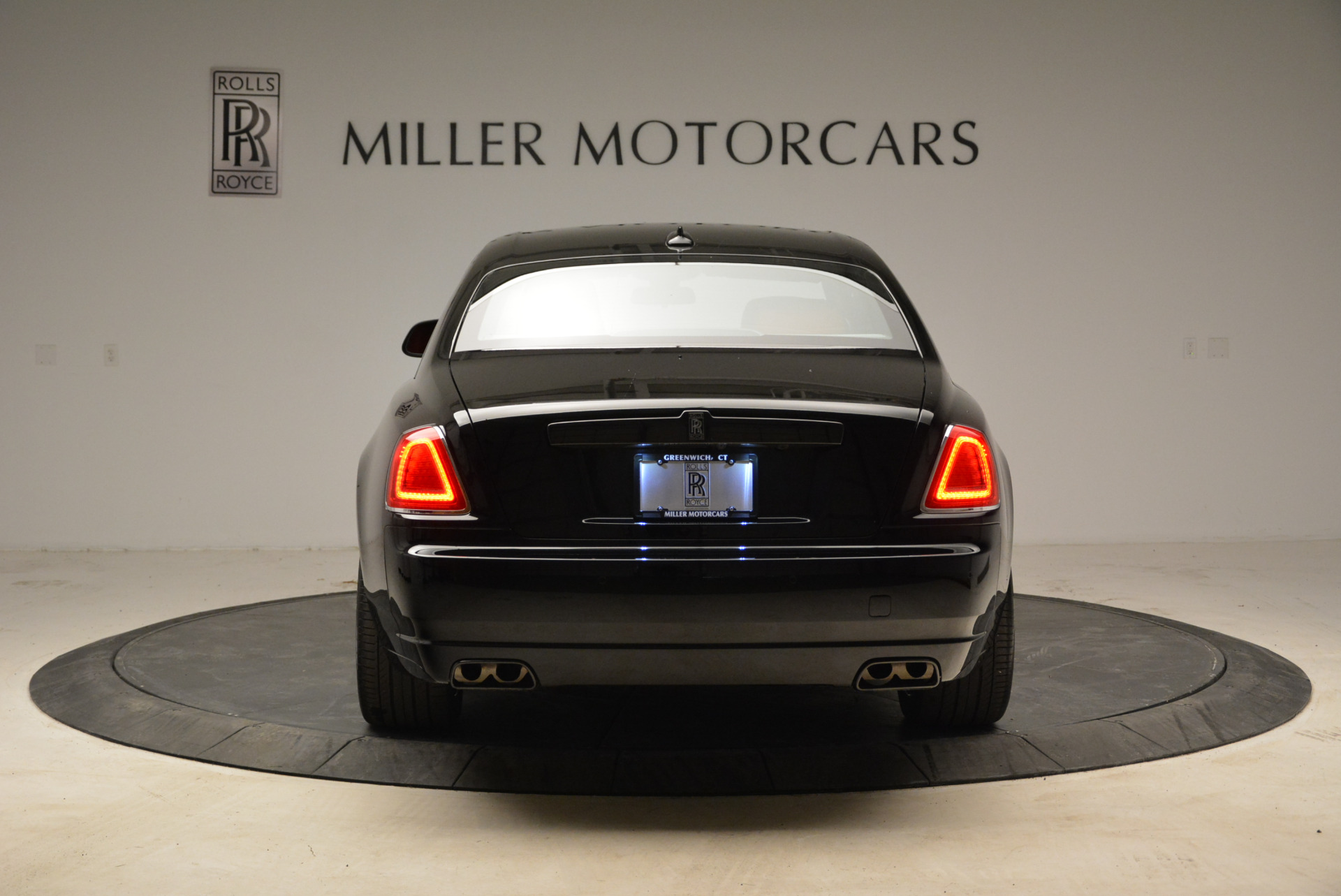 Used 2017 Rolls-Royce Ghost Black Badge For Sale In Greenwich, CT. Alfa Romeo of Greenwich, R450 1959_p6