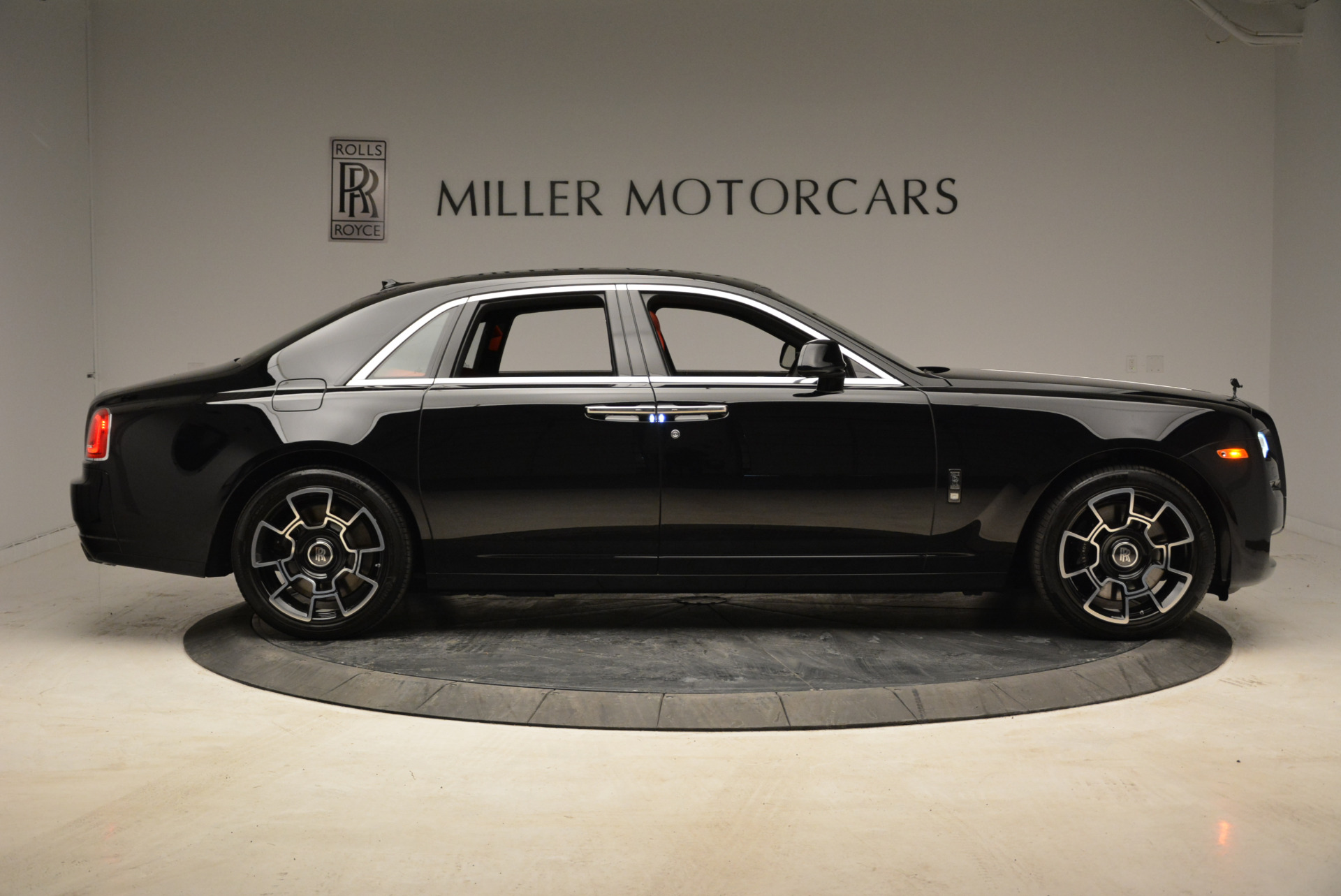 Used 2017 Rolls-Royce Ghost Black Badge For Sale In Greenwich, CT. Alfa Romeo of Greenwich, R450 1959_p9