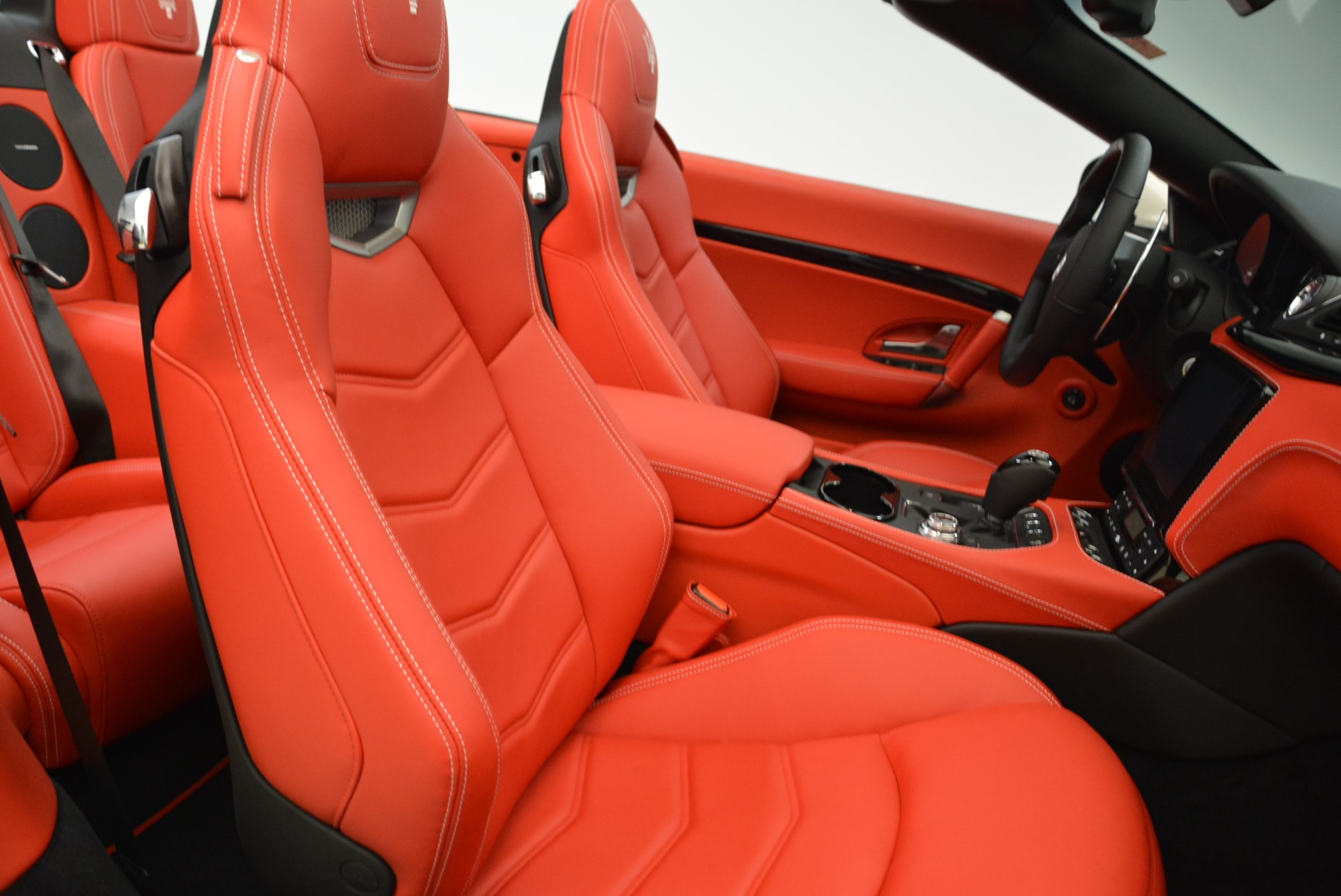 New 2018 Maserati GranTurismo Sport Convertible For Sale In Greenwich, CT. Alfa Romeo of Greenwich, M2036 1979_p31