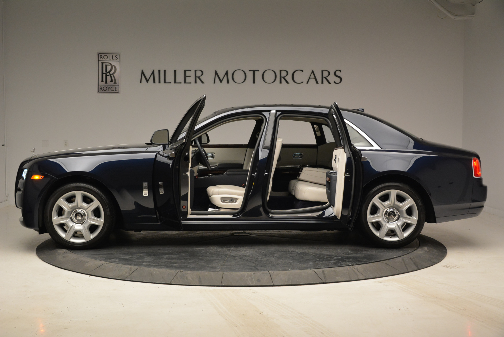 Used 2015 Rolls-Royce Ghost  For Sale In Greenwich, CT. Alfa Romeo of Greenwich, 7317 1980_p16