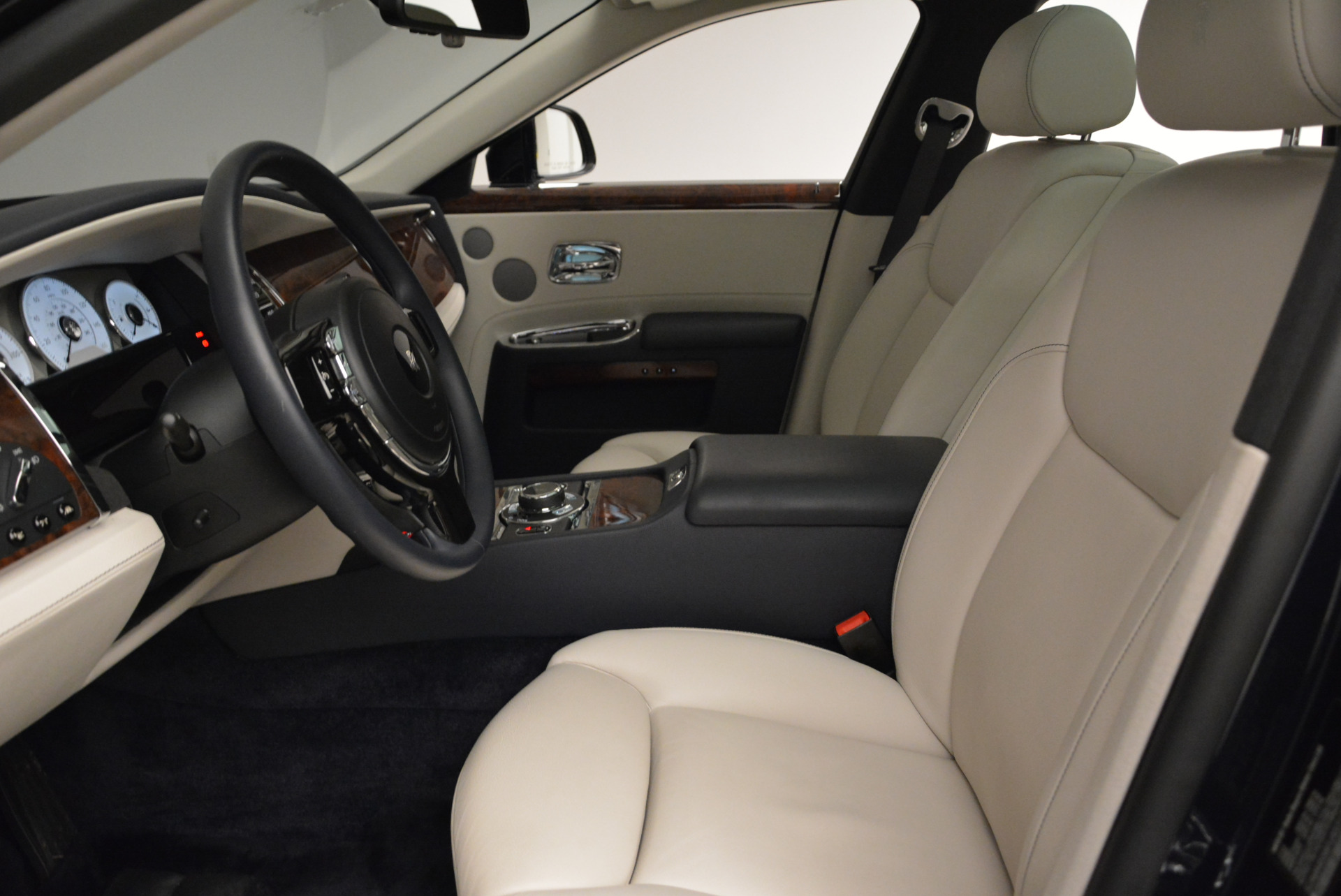 Used 2015 Rolls-Royce Ghost  For Sale In Greenwich, CT. Alfa Romeo of Greenwich, 7317 1980_p20