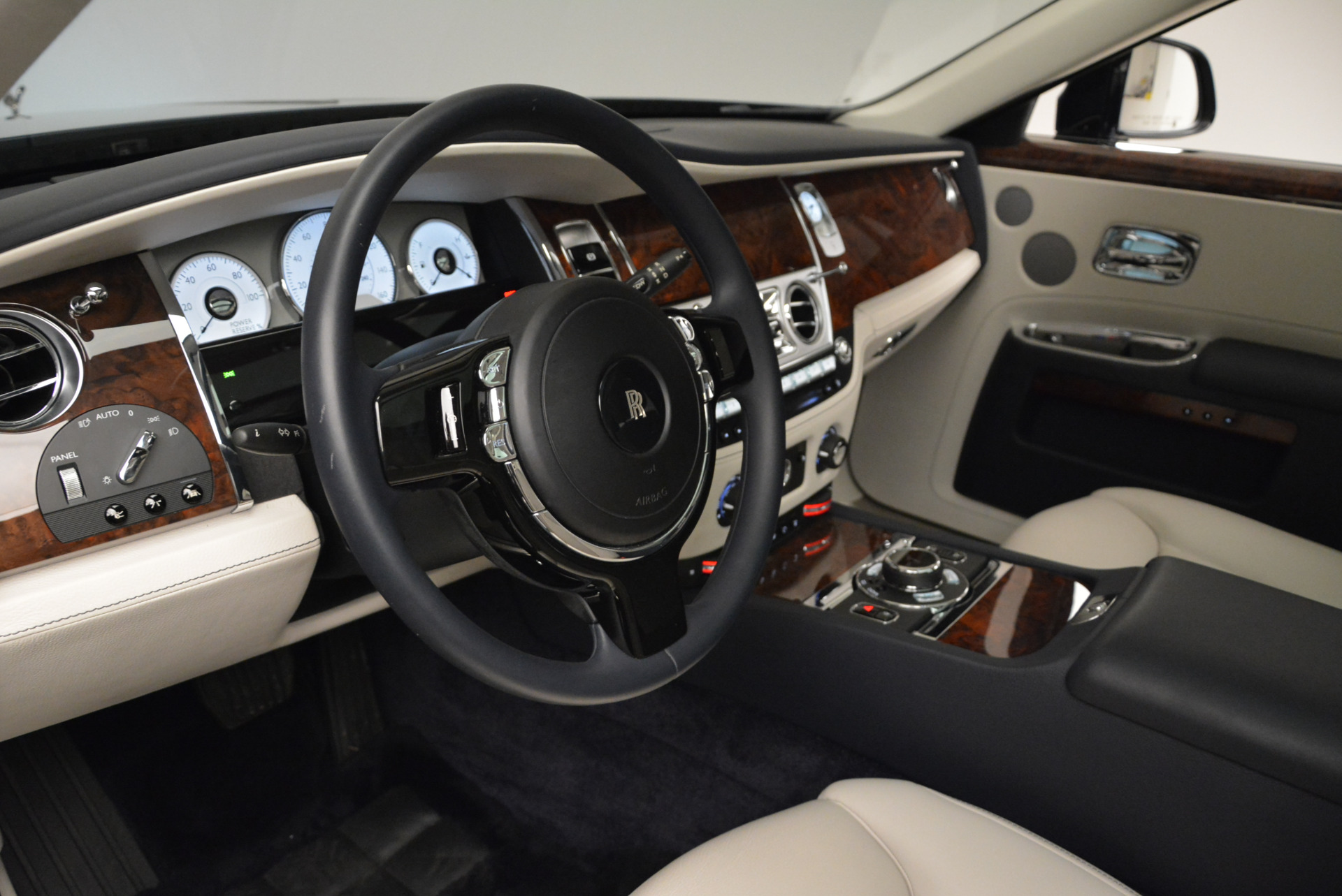Used 2015 Rolls-Royce Ghost  For Sale In Greenwich, CT. Alfa Romeo of Greenwich, 7317 1980_p21