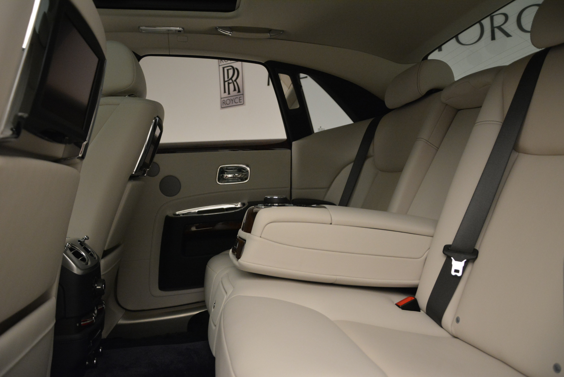 Used 2015 Rolls-Royce Ghost  For Sale In Greenwich, CT. Alfa Romeo of Greenwich, 7317 1980_p26
