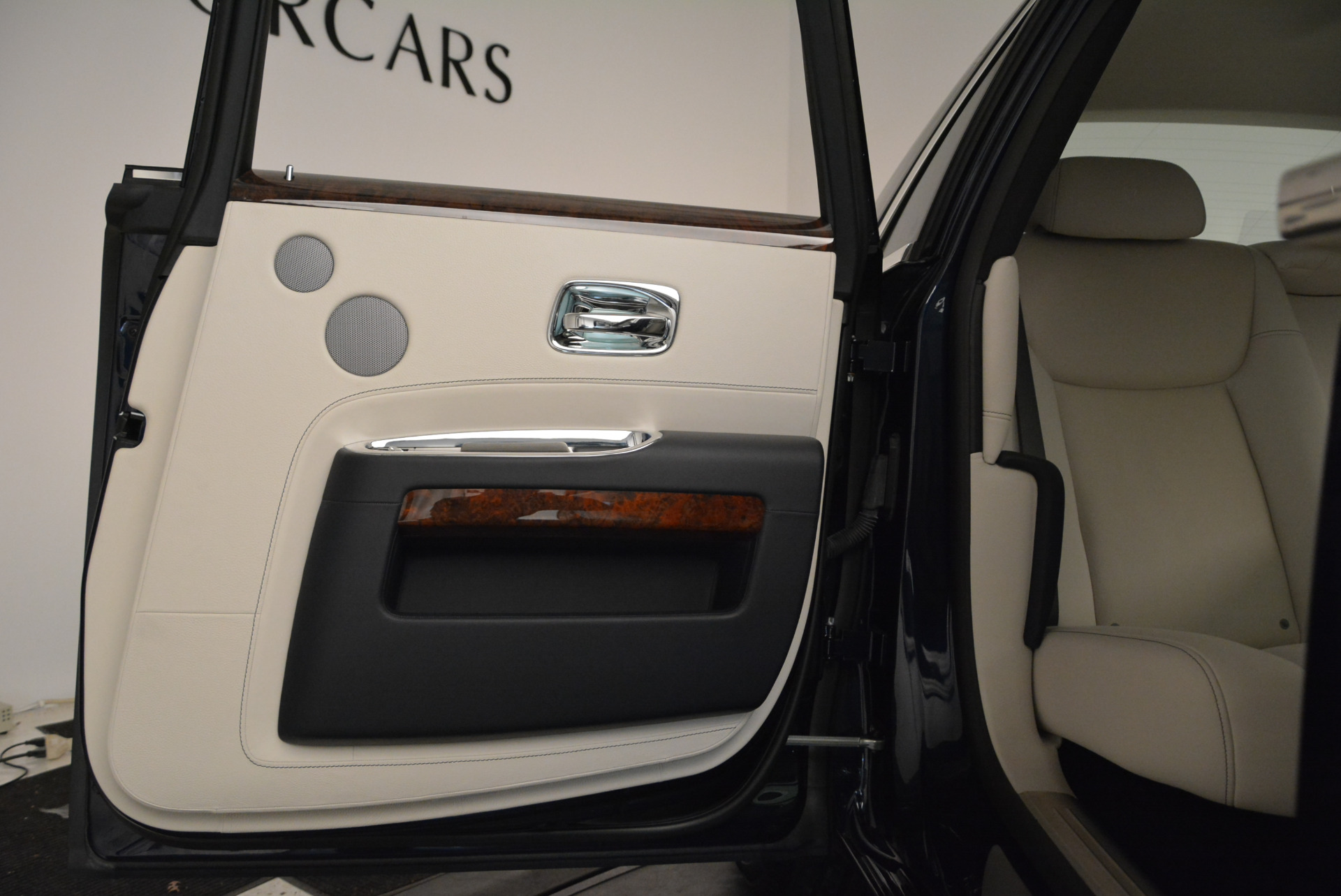 Used 2015 Rolls-Royce Ghost  For Sale In Greenwich, CT. Alfa Romeo of Greenwich, 7317 1980_p29