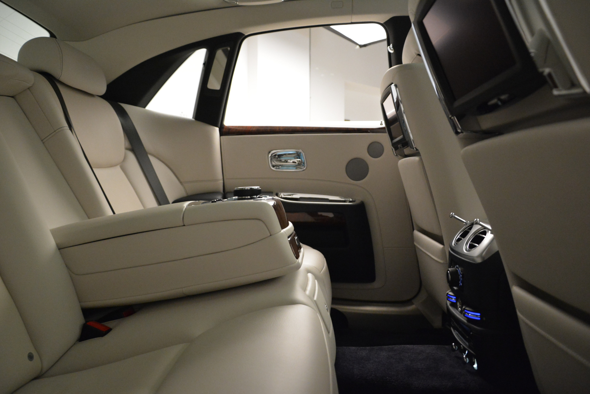 Used 2015 Rolls-Royce Ghost  For Sale In Greenwich, CT. Alfa Romeo of Greenwich, 7317 1980_p31